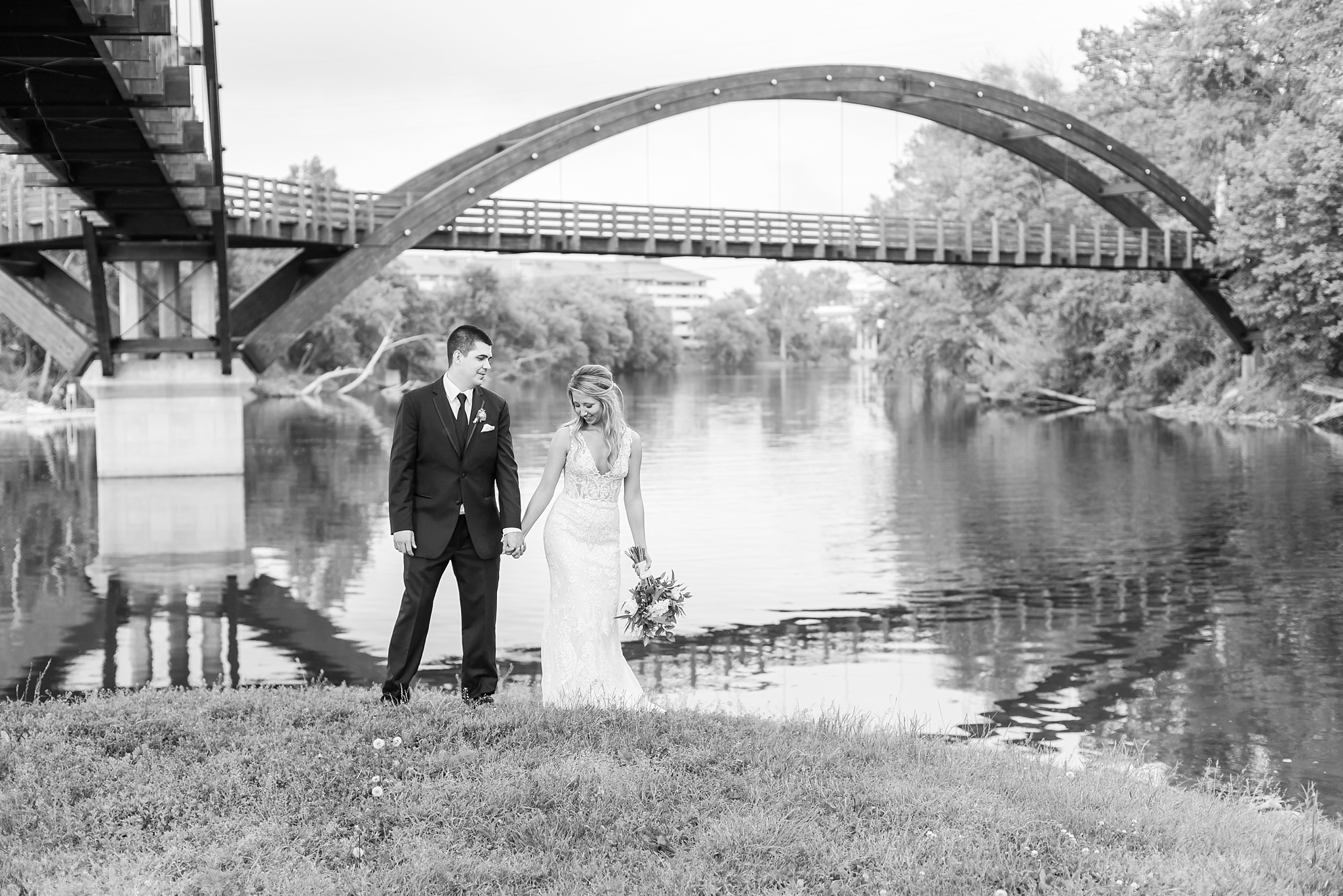 candid-romantic-wedding-photos-at-the-h-hotel-in-midland-michigan-by-courtney-carolyn-photography_0111.jpg