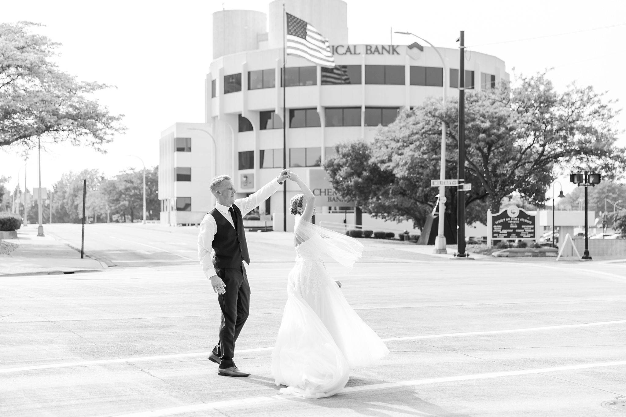 fun-nautical-wedding-photos-at-the-bean-dock-in-downtown-port-huron-michigan-by-courtney-carolyn-photography_0073.jpg