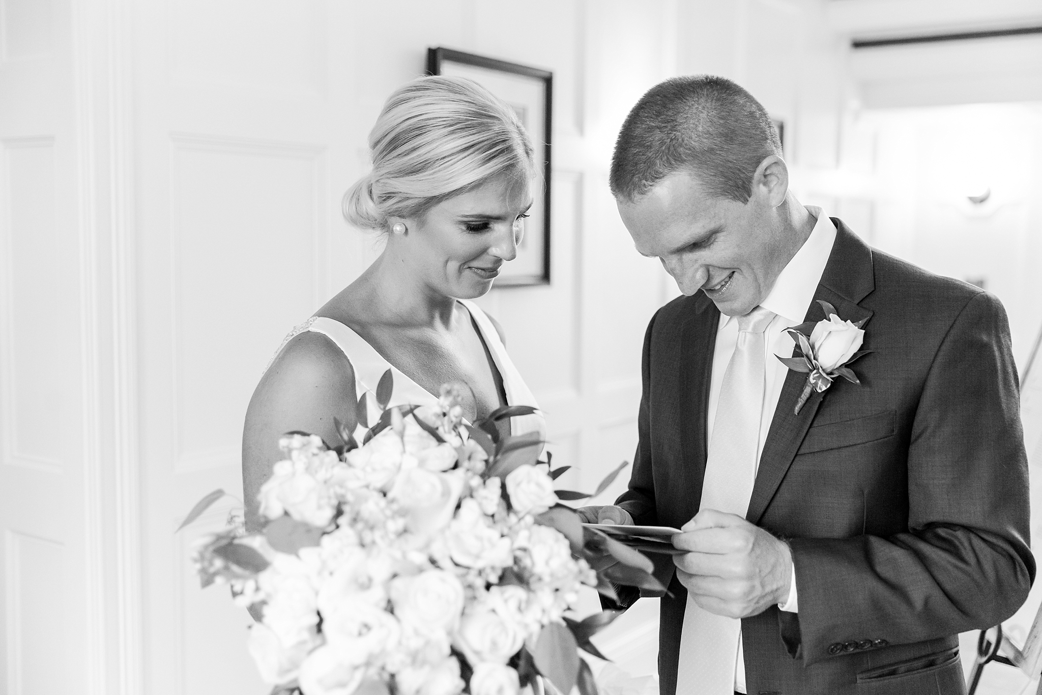casually-chic-modern-wedding-photos-at-the-chapman-house-in-rochester-michigan-by-courtney-carolyn-photography_0019.jpg