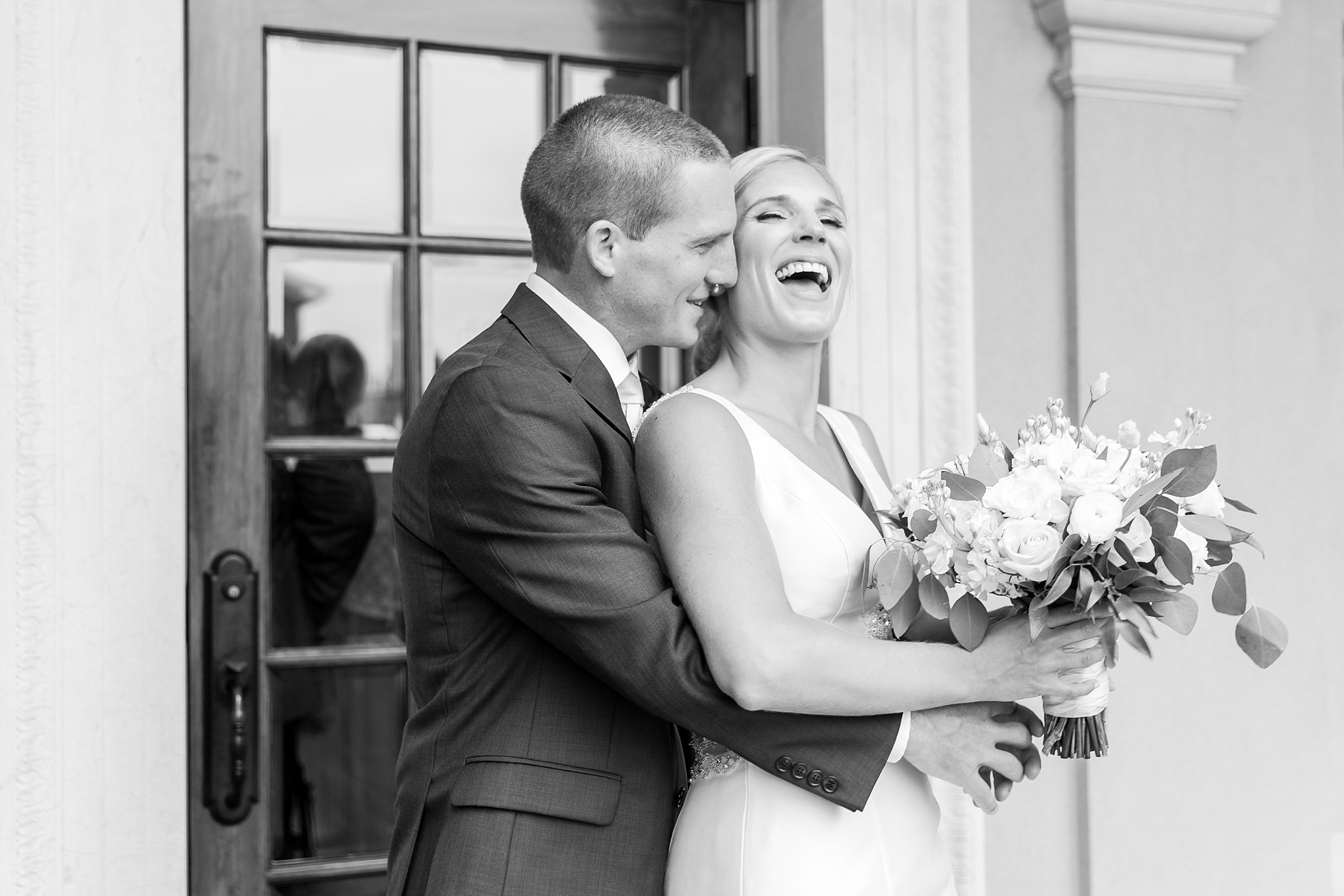 casually-chic-modern-wedding-photos-at-the-chapman-house-in-rochester-michigan-by-courtney-carolyn-photography_0024.jpg