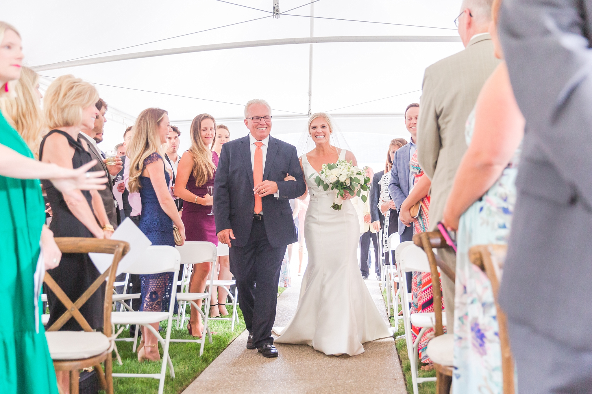 casually-chic-modern-wedding-photos-at-the-chapman-house-in-rochester-michigan-by-courtney-carolyn-photography_0034.jpg