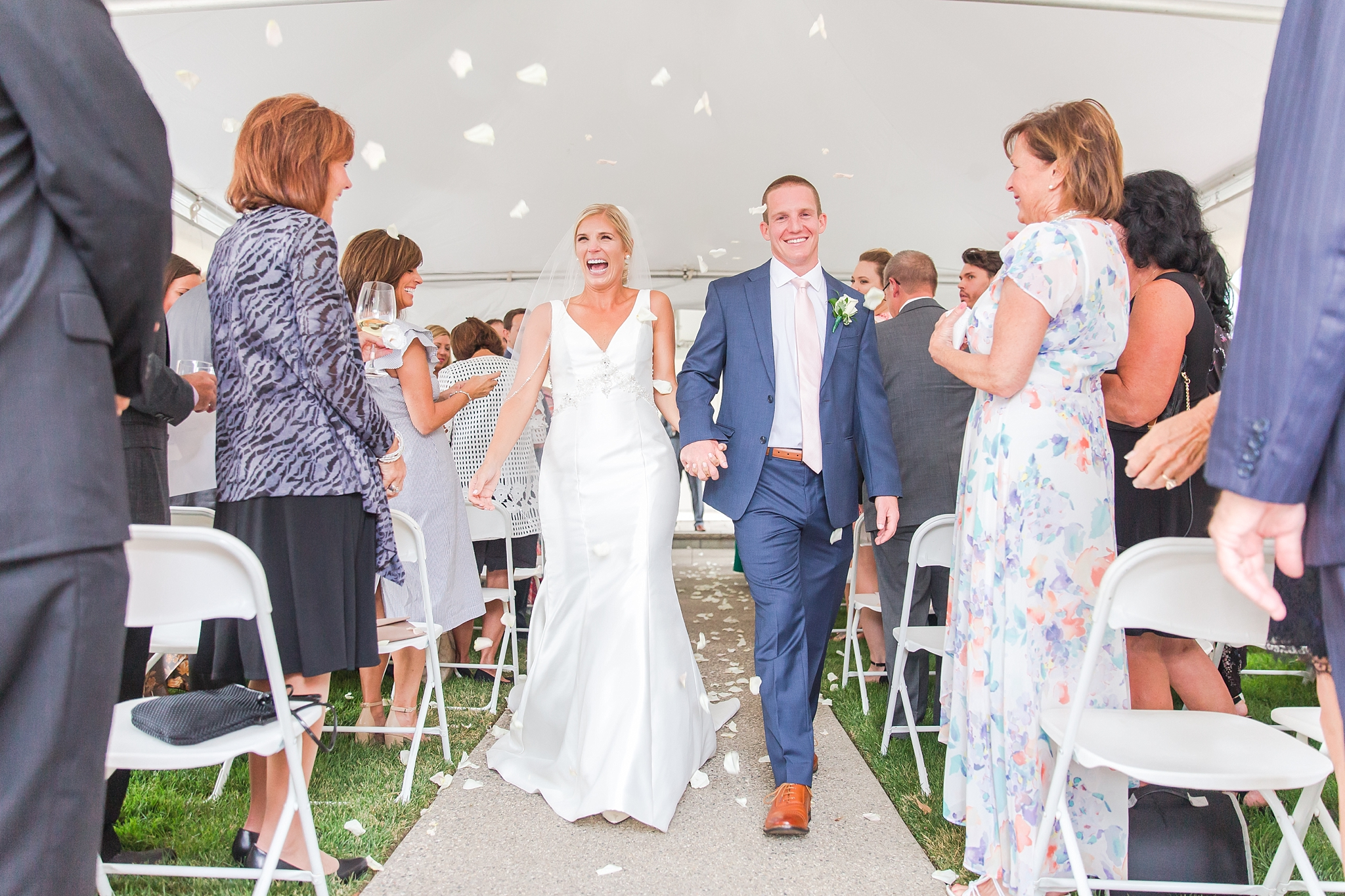 casually-chic-modern-wedding-photos-at-the-chapman-house-in-rochester-michigan-by-courtney-carolyn-photography_0045.jpg