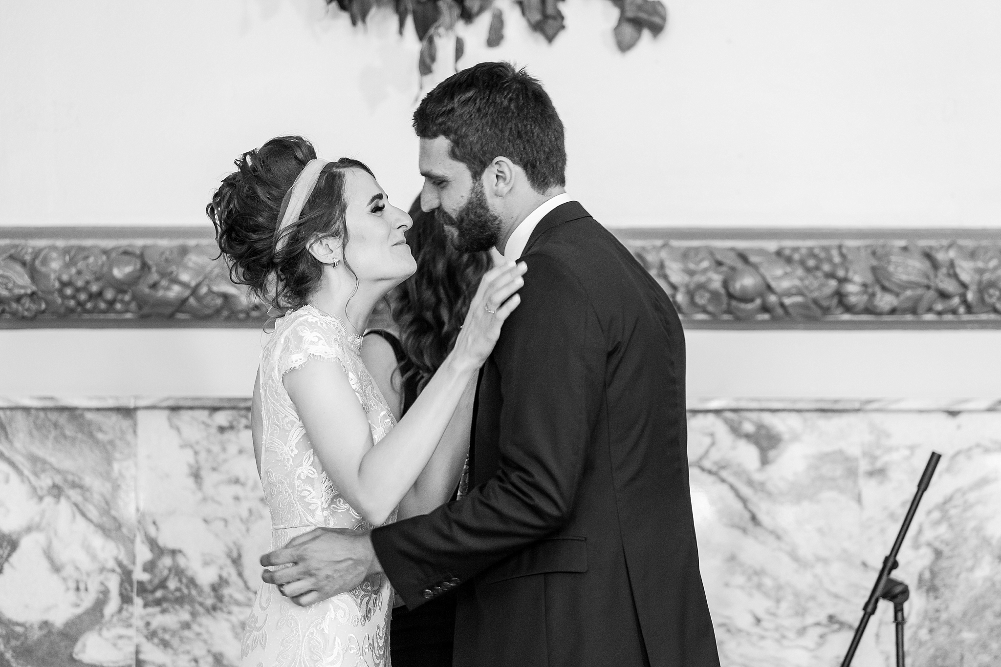 alternative-joyful-wedding-photos-at-the-belle-isle-casino-in-detroit-michigan-by-courtney-carolyn-photography_0040.jpg