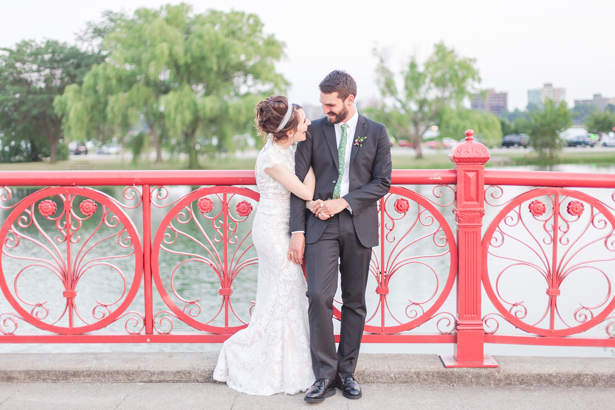 alternative-joyful-wedding-photos-at-the-belle-isle-casino-in-detroit-michigan-by-courtney-carolyn-photography_0069.jpg