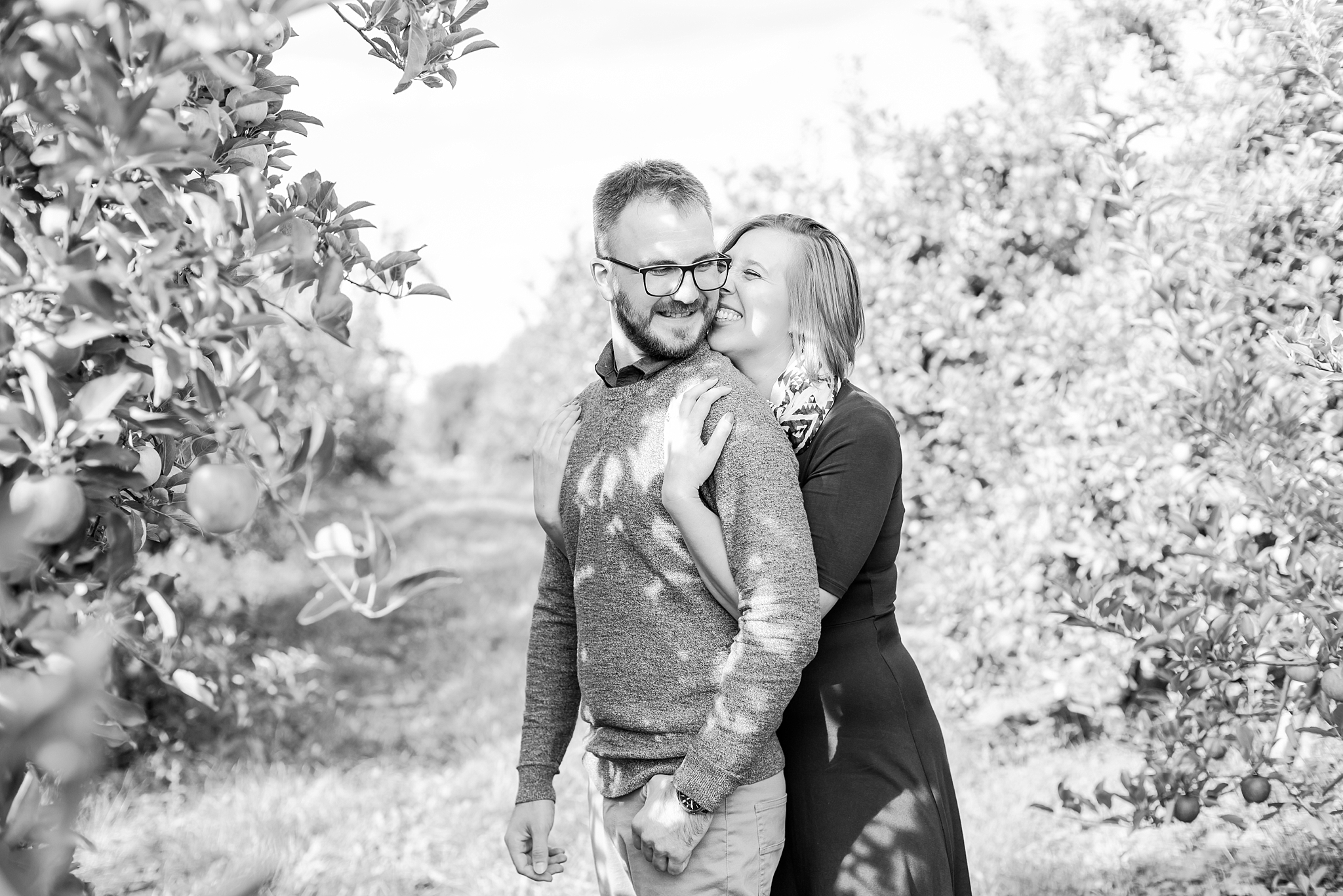 playful-fall-engagement-photos-at-hy's-cider-mill-ochard-in-bruce-township-michigan-by-courtney-carolyn-photography_0003.jpg