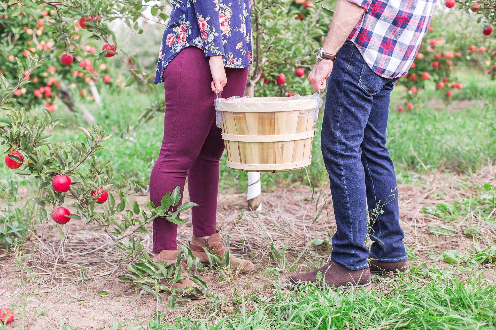playful-fall-engagement-photos-at-hy's-cider-mill-ochard-in-bruce-township-michigan-by-courtney-carolyn-photography_0010.jpg