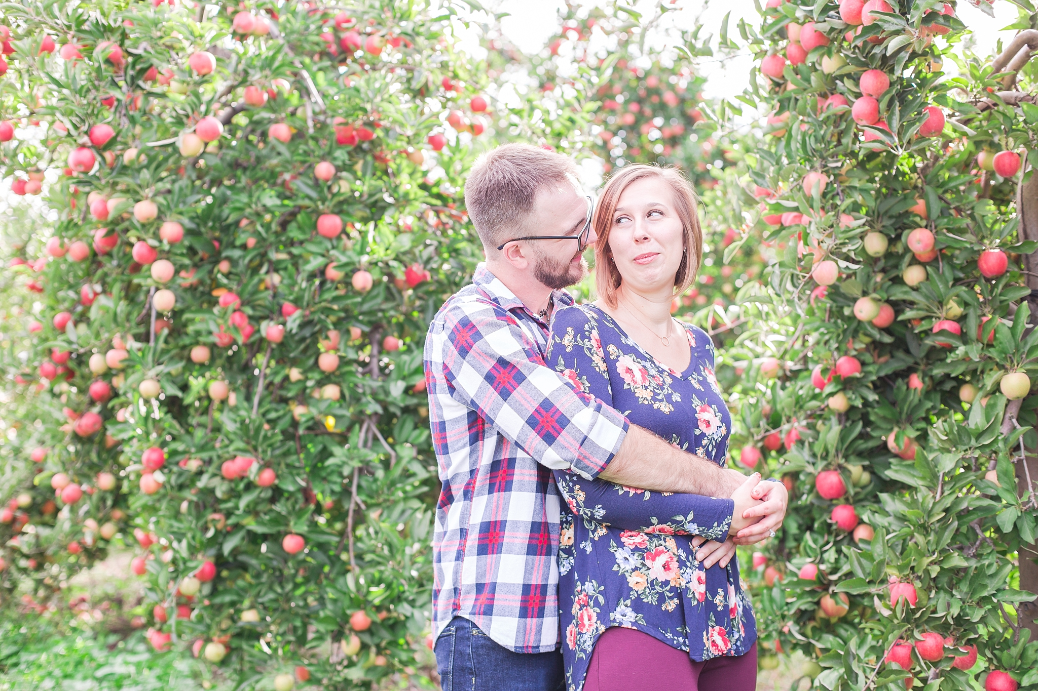 playful-fall-engagement-photos-at-hy's-cider-mill-ochard-in-bruce-township-michigan-by-courtney-carolyn-photography_0012.jpg