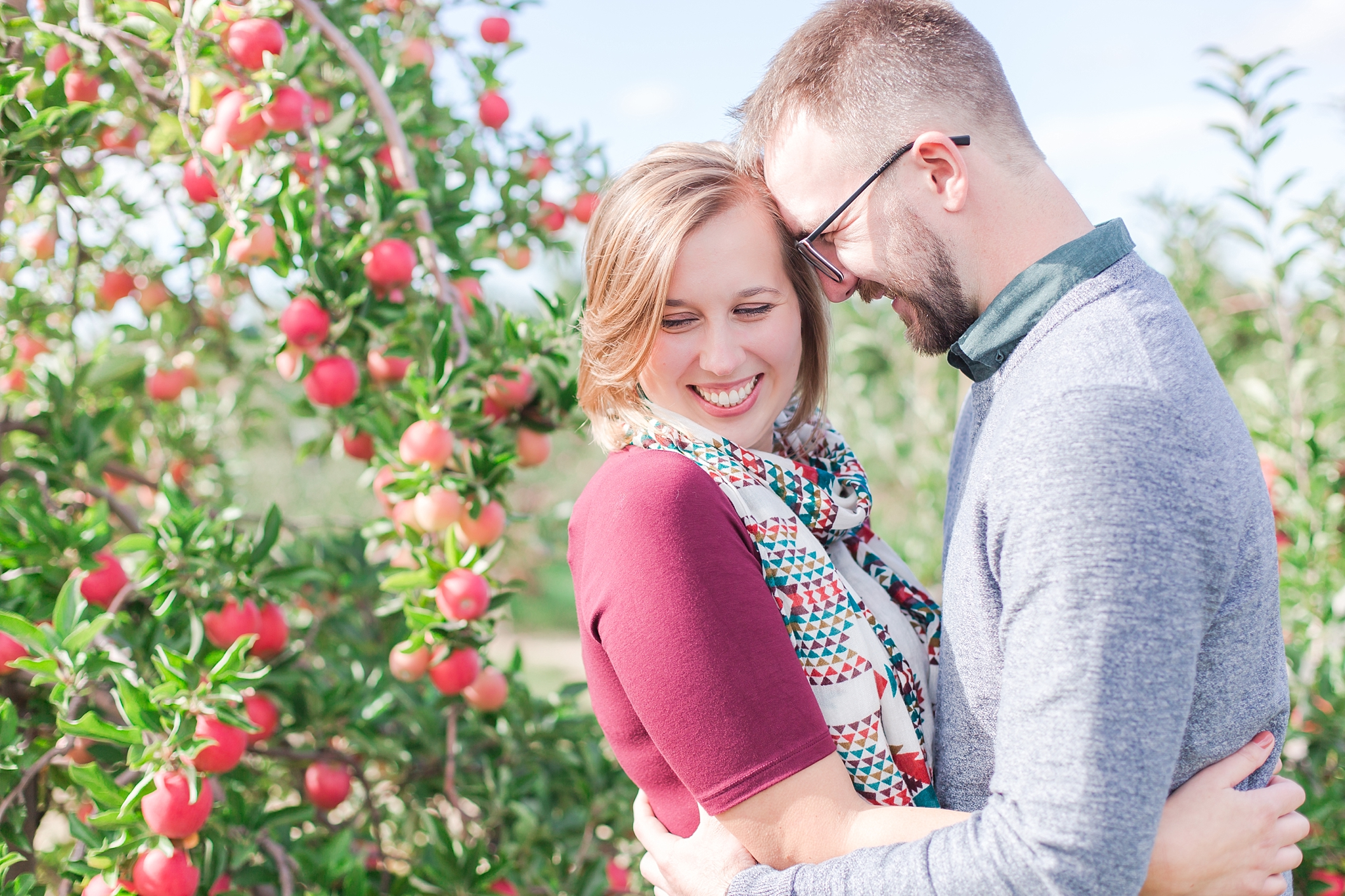 playful-fall-engagement-photos-at-hy's-cider-mill-ochard-in-bruce-township-michigan-by-courtney-carolyn-photography_0014.jpg