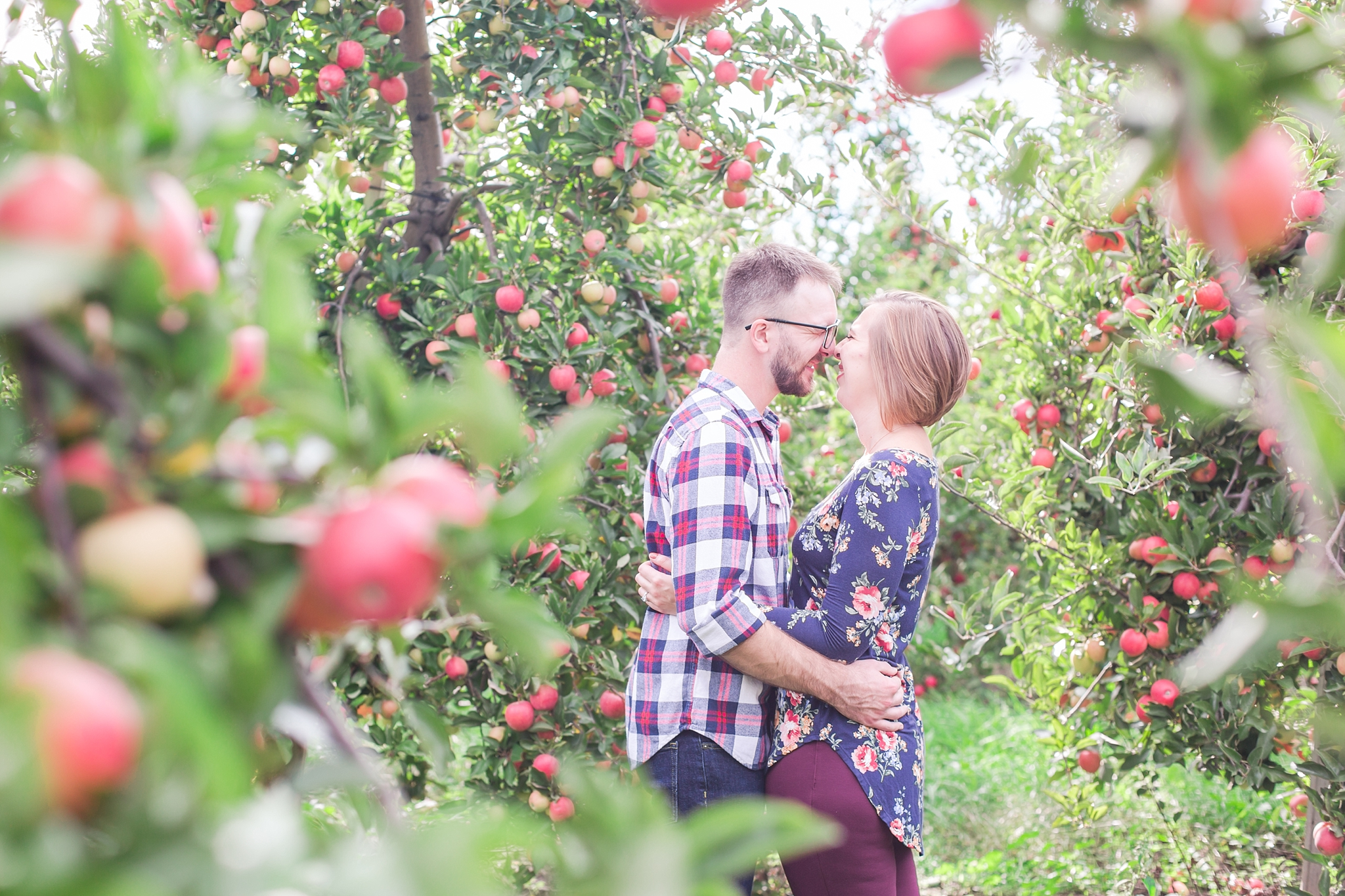 playful-fall-engagement-photos-at-hy's-cider-mill-ochard-in-bruce-township-michigan-by-courtney-carolyn-photography_0018.jpg