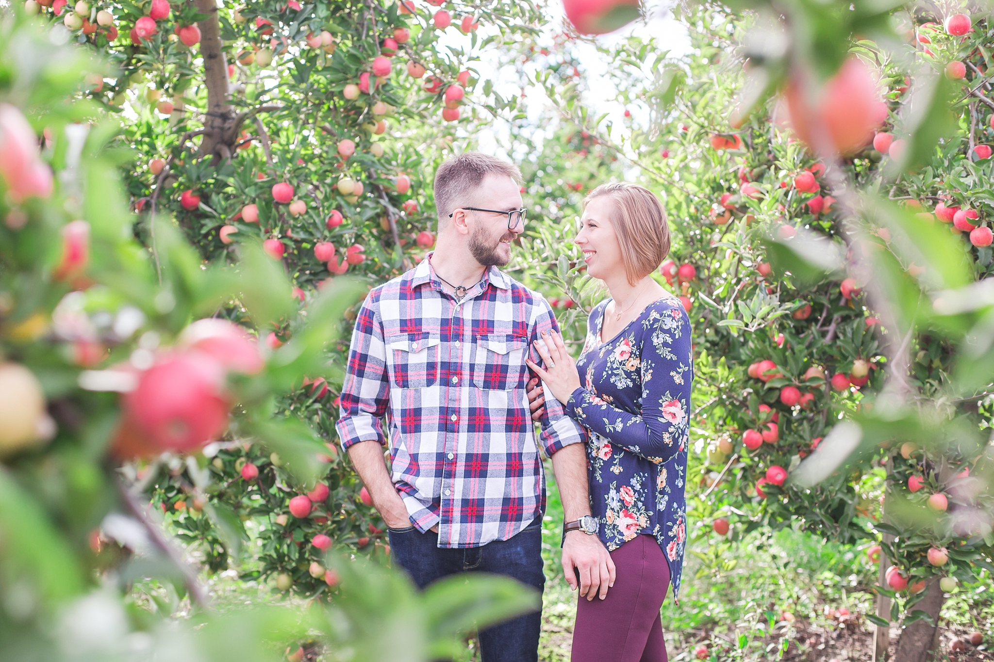 playful-fall-engagement-photos-at-hy's-cider-mill-ochard-in-bruce-township-michigan-by-courtney-carolyn-photography_0022.jpg