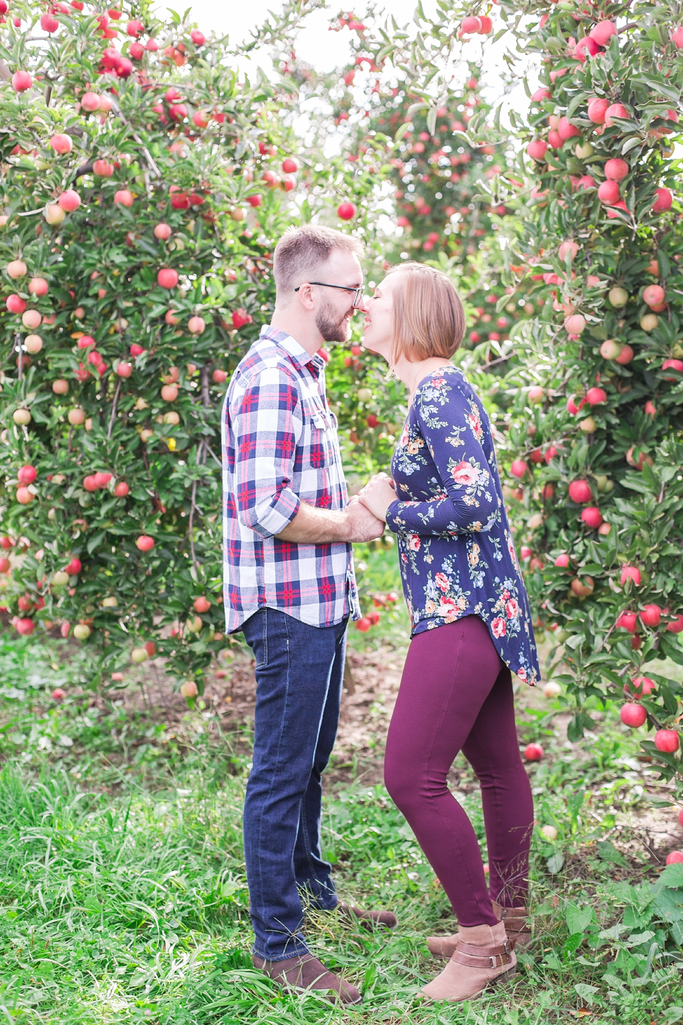 playful-fall-engagement-photos-at-hy's-cider-mill-ochard-in-bruce-township-michigan-by-courtney-carolyn-photography_0023.jpg