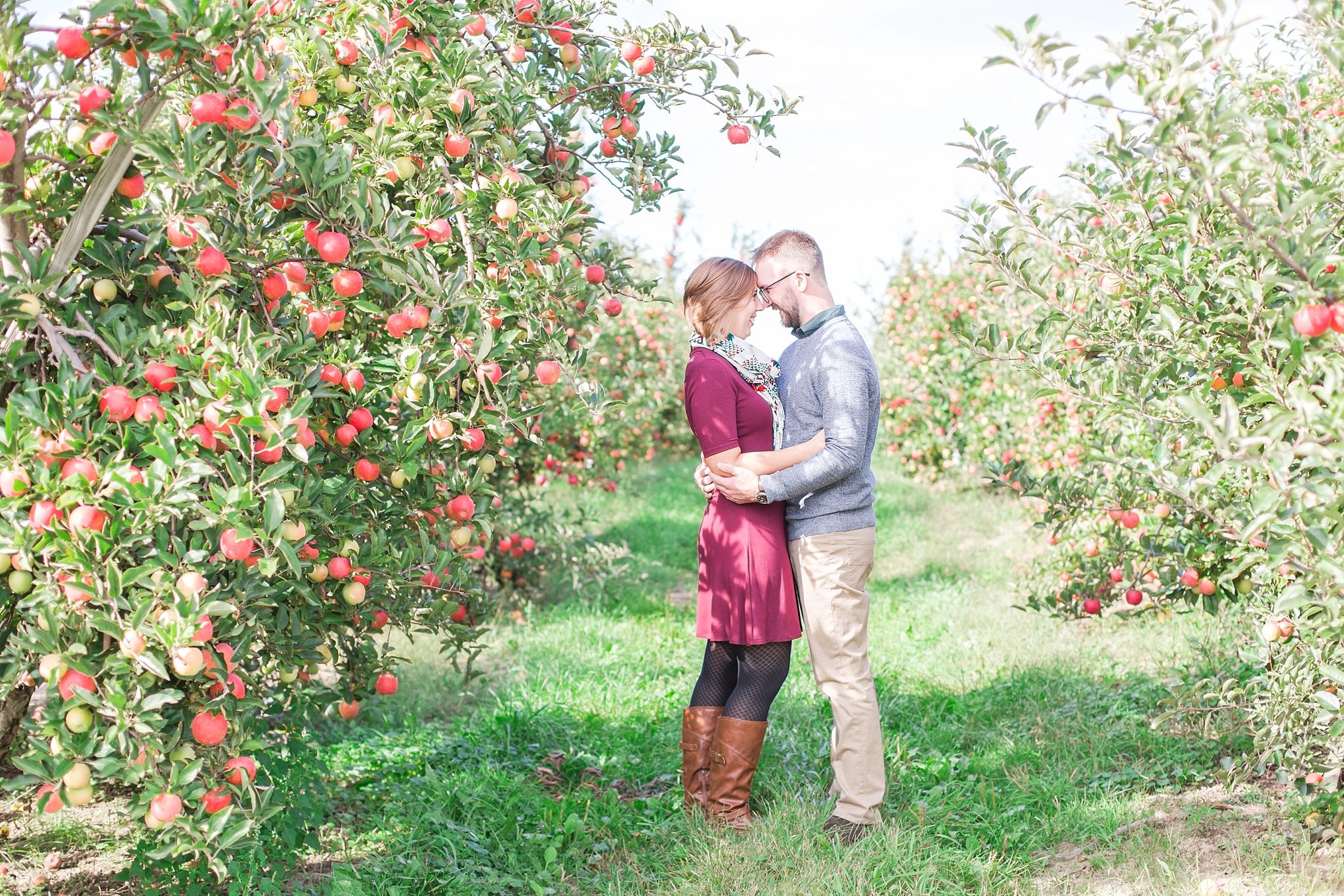 playful-fall-engagement-photos-at-hy's-cider-mill-ochard-in-bruce-township-michigan-by-courtney-carolyn-photography_0027.jpg