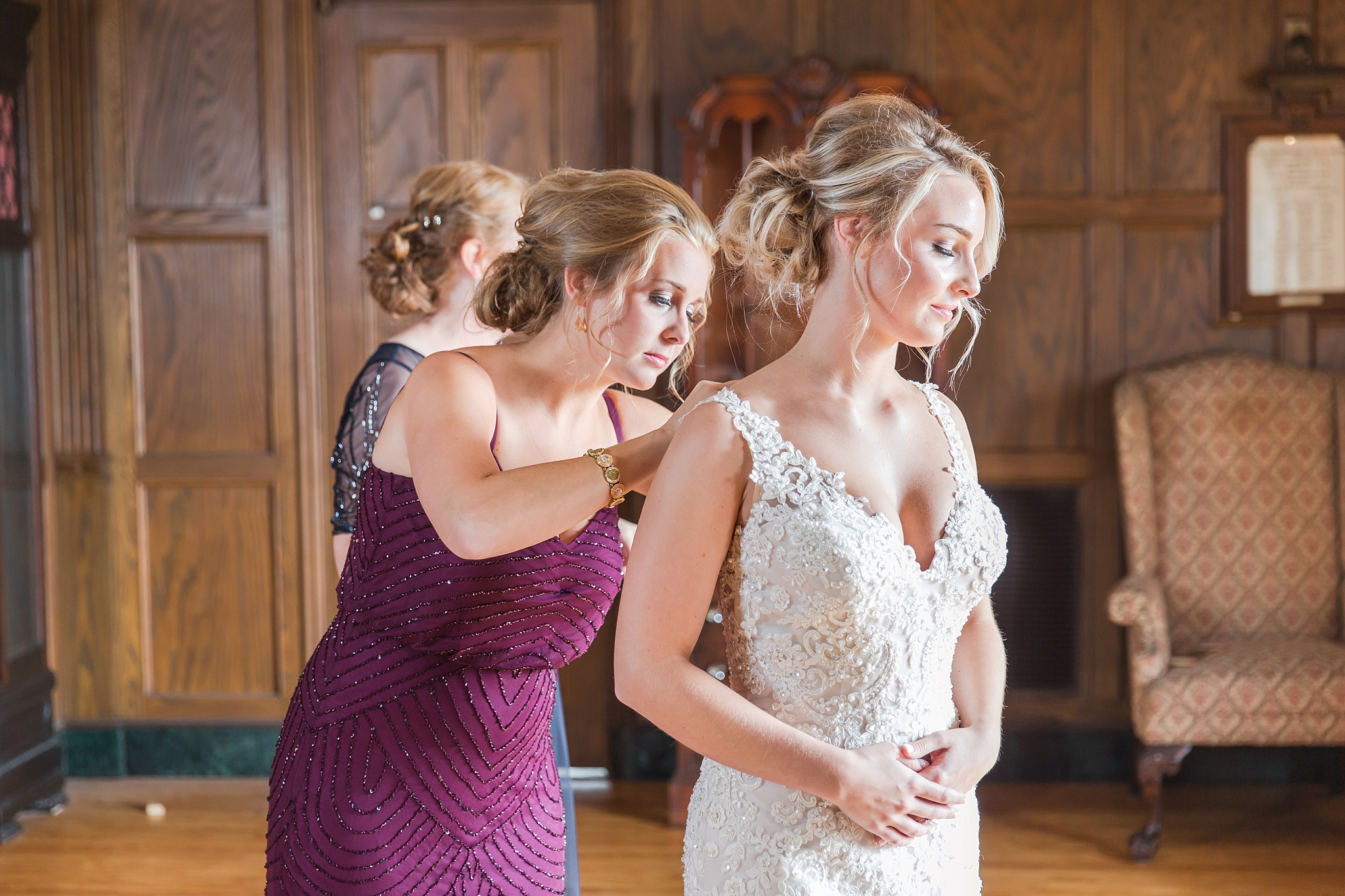 candid-romantic-wedding-photos-at-the-masonic-temple-belle-isle-detroit-institute-of-arts-in-detroit-michigan-by-courtney-carolyn-photography_0008.jpg