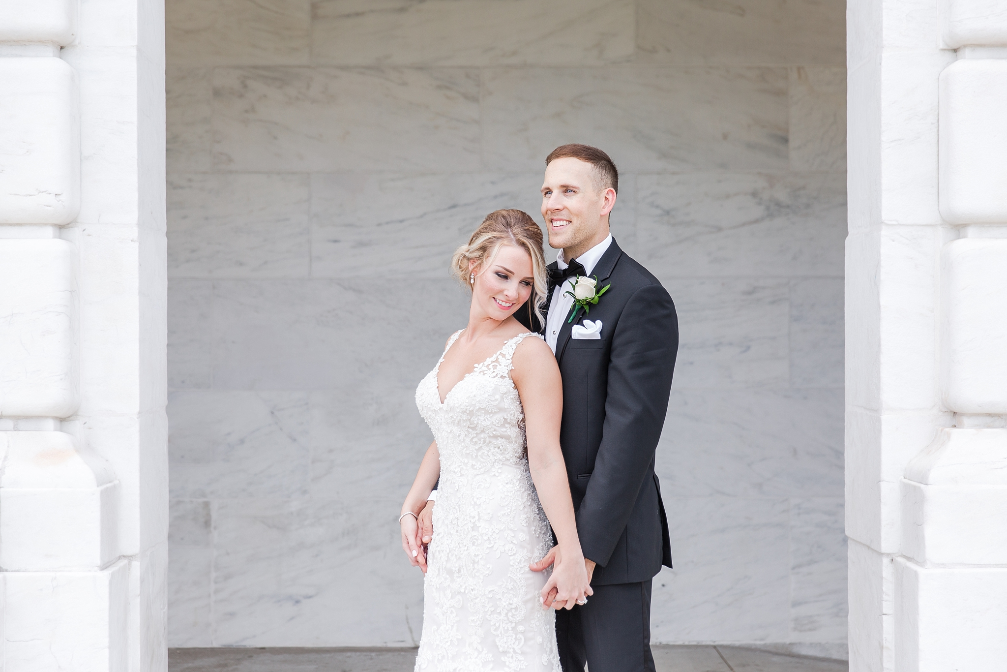 candid-romantic-wedding-photos-at-the-masonic-temple-belle-isle-detroit-institute-of-arts-in-detroit-michigan-by-courtney-carolyn-photography_0035.jpg