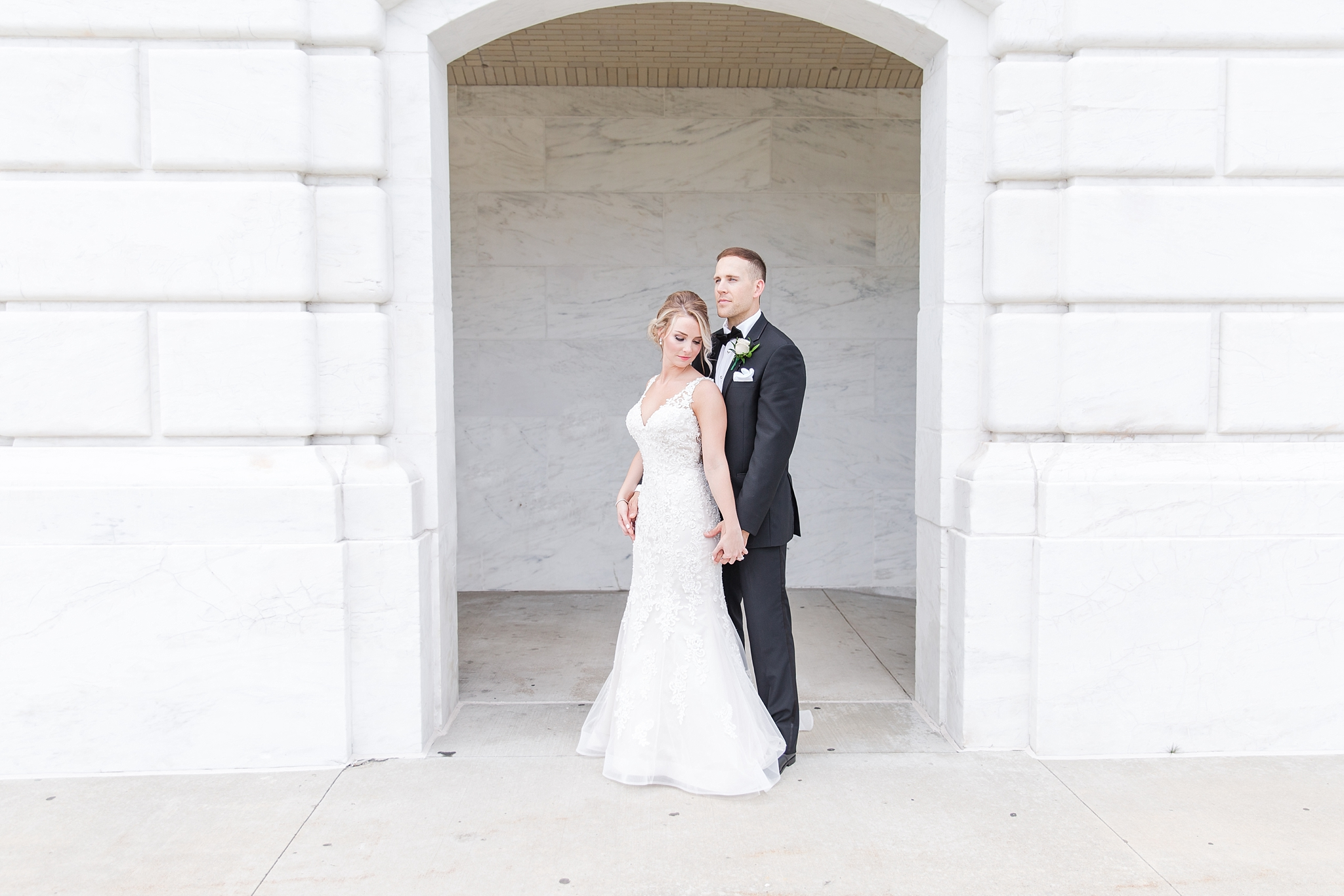 candid-romantic-wedding-photos-at-the-masonic-temple-belle-isle-detroit-institute-of-arts-in-detroit-michigan-by-courtney-carolyn-photography_0058.jpg