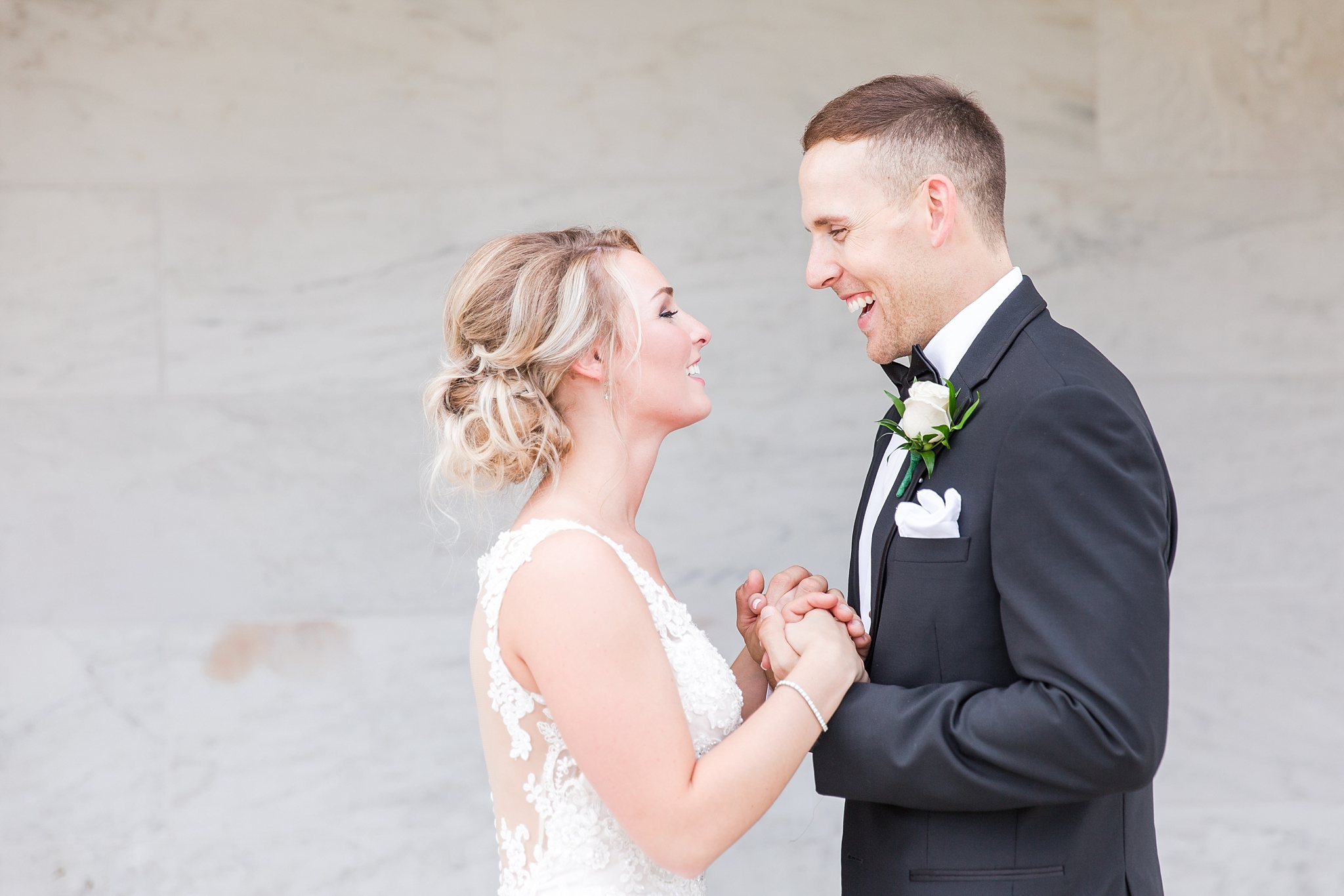 candid-romantic-wedding-photos-at-the-masonic-temple-belle-isle-detroit-institute-of-arts-in-detroit-michigan-by-courtney-carolyn-photography_0061.jpg