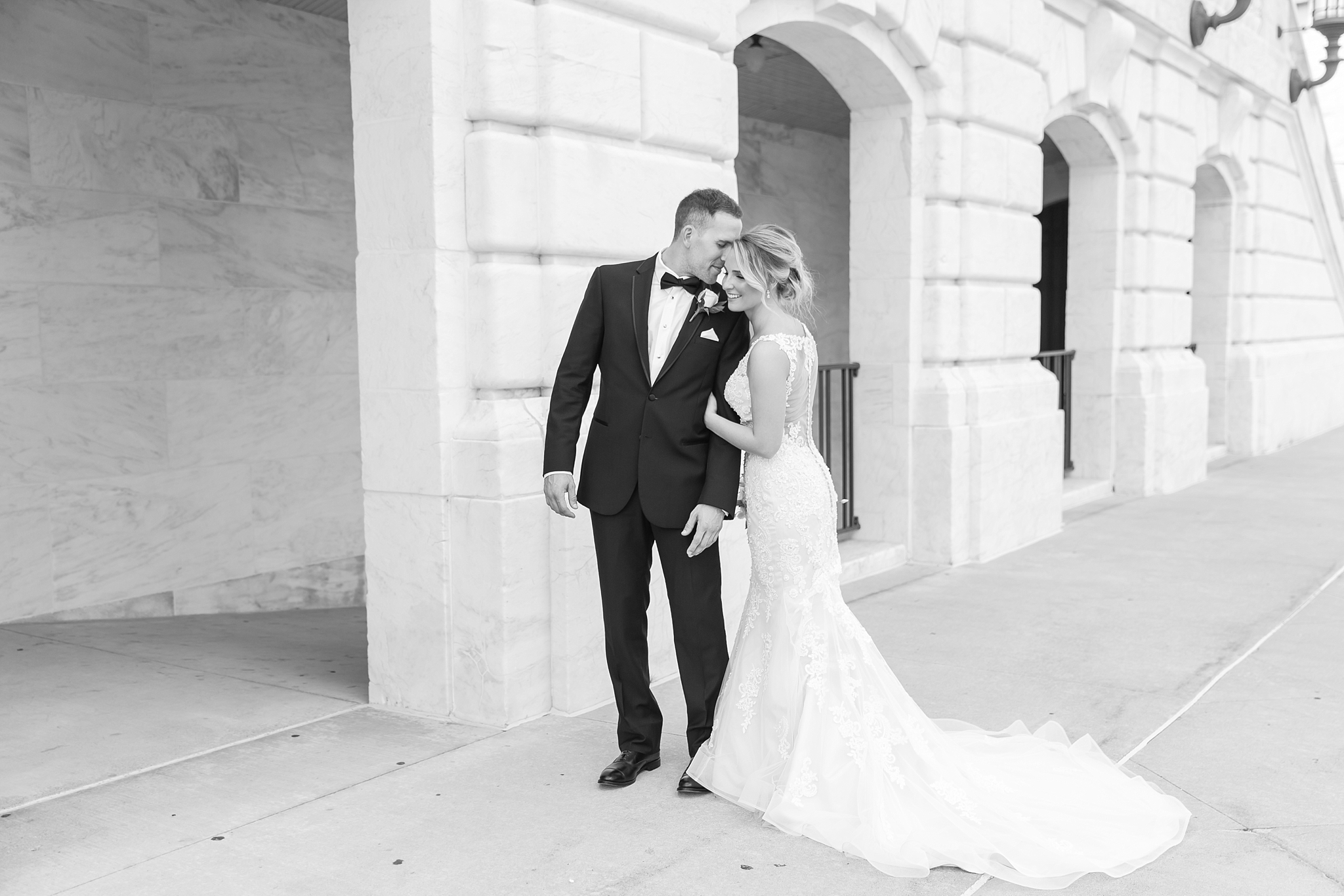 candid-romantic-wedding-photos-at-the-masonic-temple-belle-isle-detroit-institute-of-arts-in-detroit-michigan-by-courtney-carolyn-photography_0062.jpg