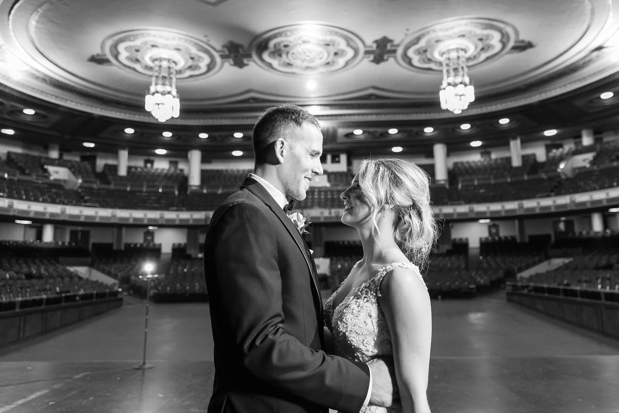 candid-romantic-wedding-photos-at-the-masonic-temple-belle-isle-detroit-institute-of-arts-in-detroit-michigan-by-courtney-carolyn-photography_0064.jpg