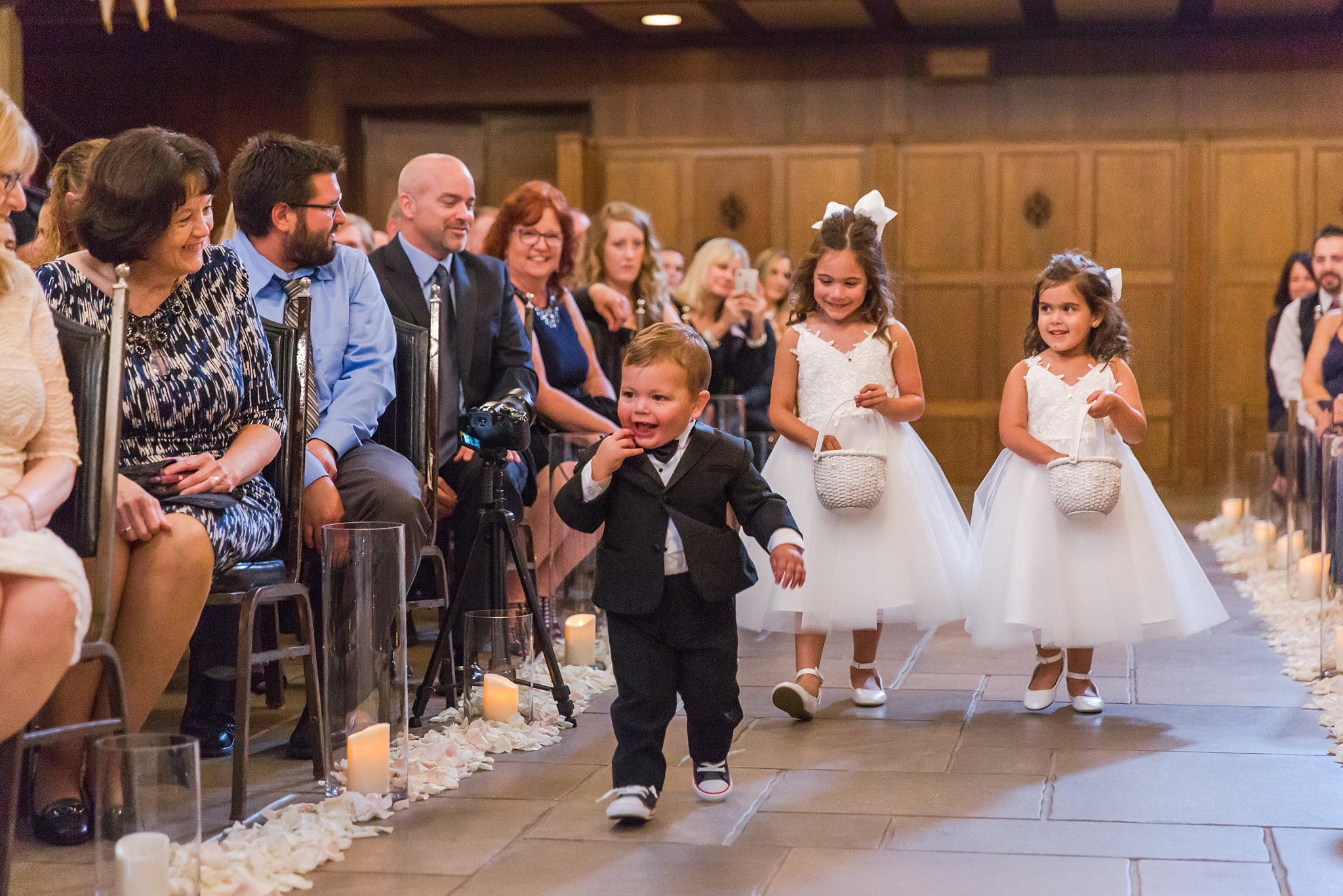 candid-romantic-wedding-photos-at-the-masonic-temple-belle-isle-detroit-institute-of-arts-in-detroit-michigan-by-courtney-carolyn-photography_0067.jpg