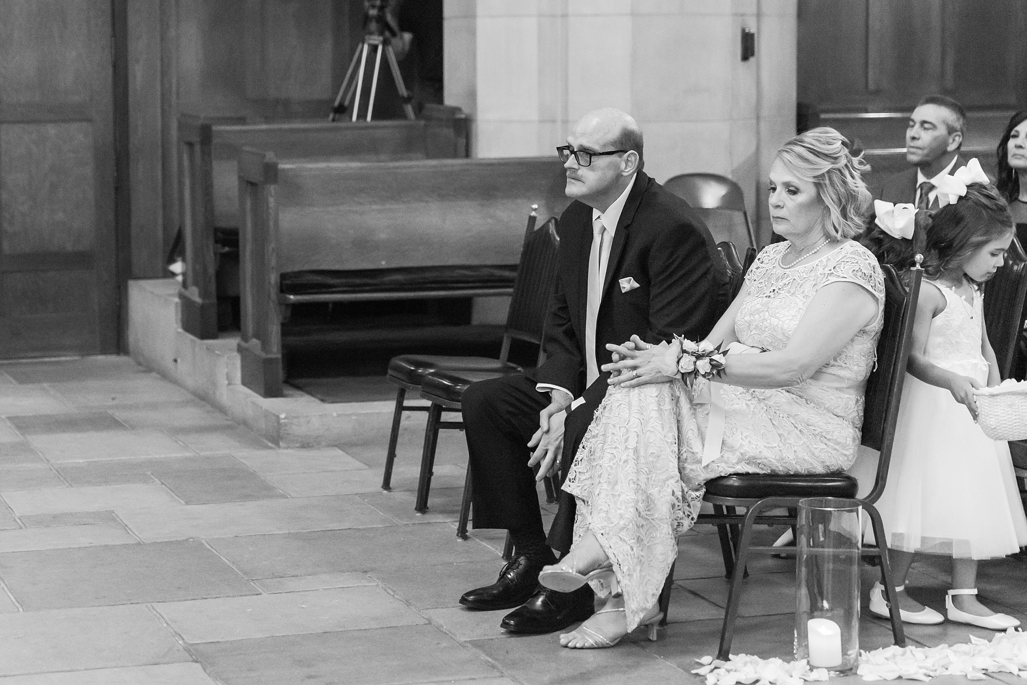 candid-romantic-wedding-photos-at-the-masonic-temple-belle-isle-detroit-institute-of-arts-in-detroit-michigan-by-courtney-carolyn-photography_0074.jpg
