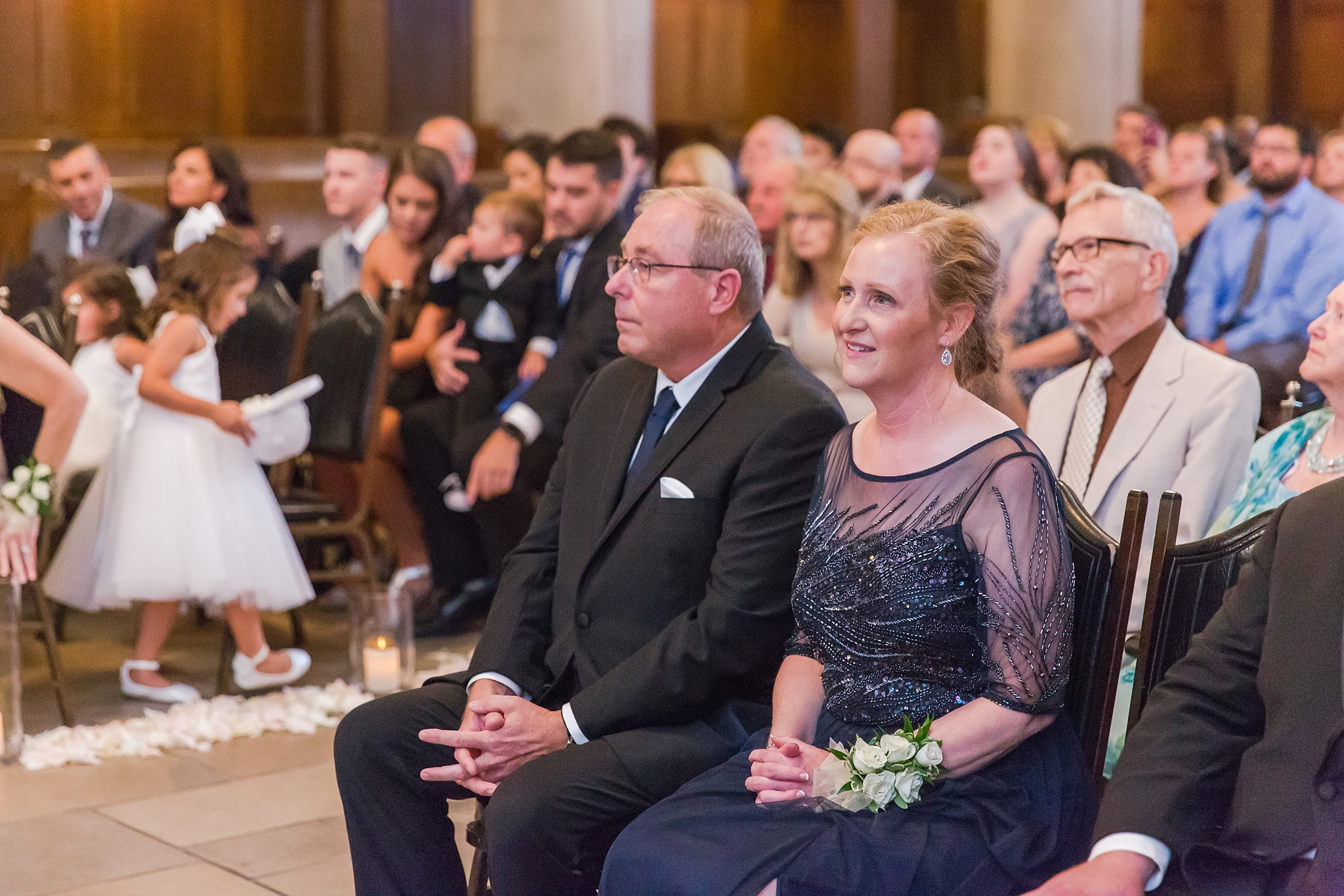 candid-romantic-wedding-photos-at-the-masonic-temple-belle-isle-detroit-institute-of-arts-in-detroit-michigan-by-courtney-carolyn-photography_0078.jpg