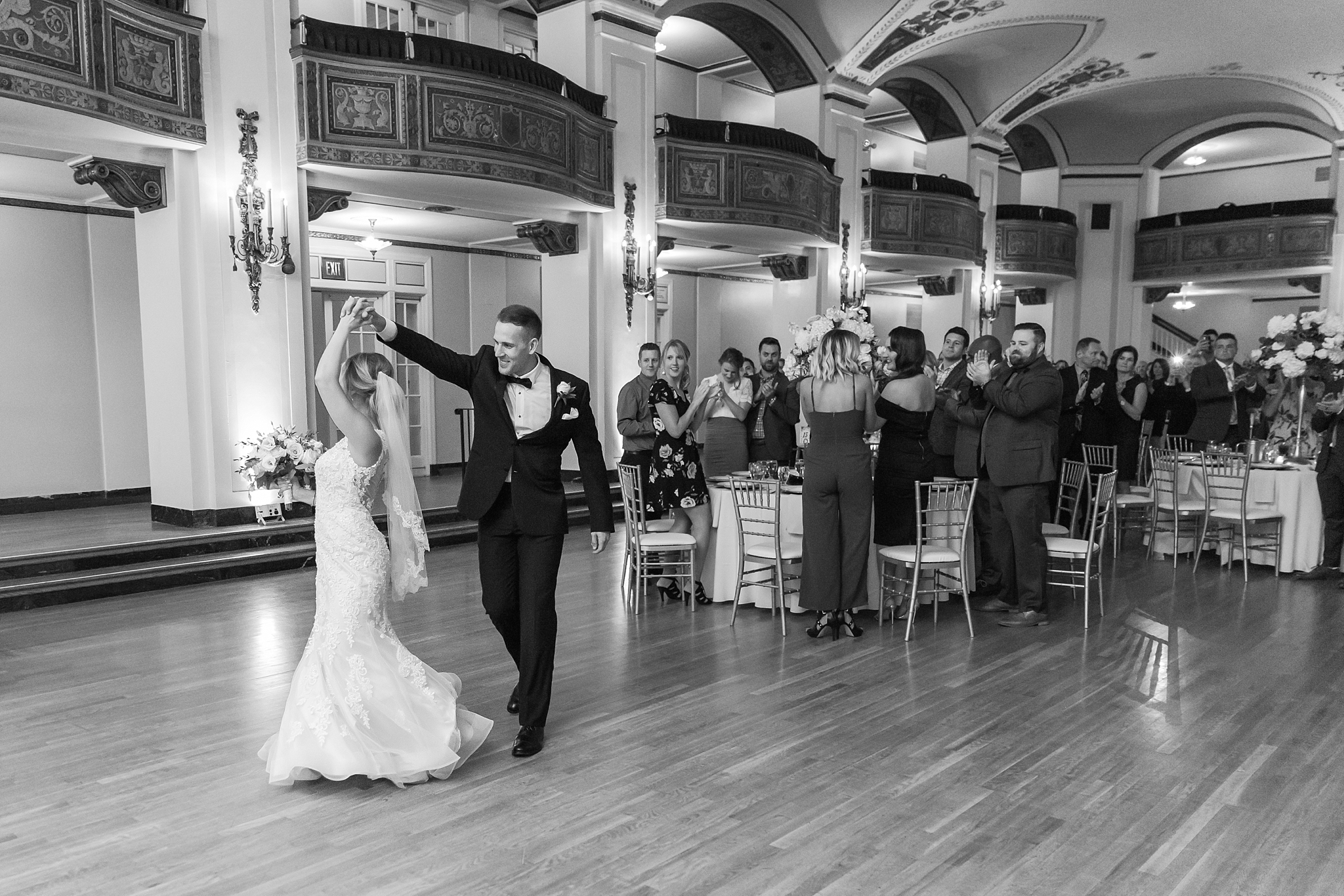 candid-romantic-wedding-photos-at-the-masonic-temple-belle-isle-detroit-institute-of-arts-in-detroit-michigan-by-courtney-carolyn-photography_0087.jpg