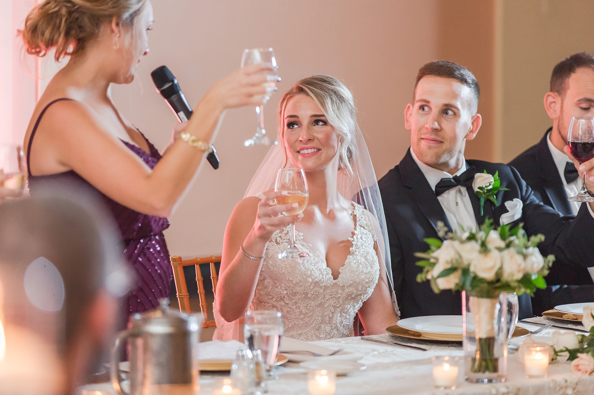 candid-romantic-wedding-photos-at-the-masonic-temple-belle-isle-detroit-institute-of-arts-in-detroit-michigan-by-courtney-carolyn-photography_0091.jpg