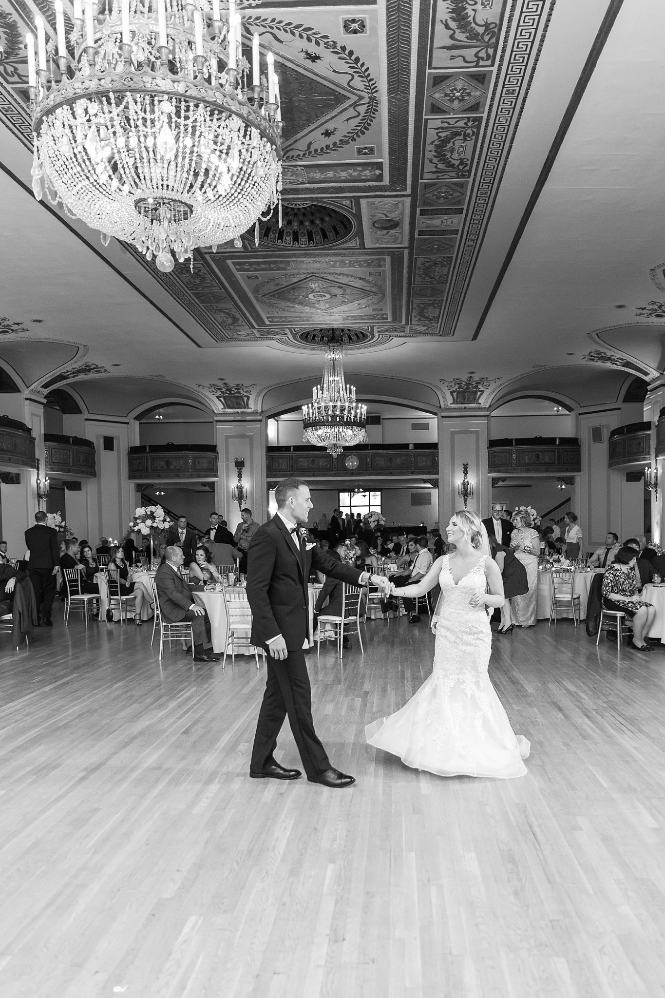 candid-romantic-wedding-photos-at-the-masonic-temple-belle-isle-detroit-institute-of-arts-in-detroit-michigan-by-courtney-carolyn-photography_0107.jpg