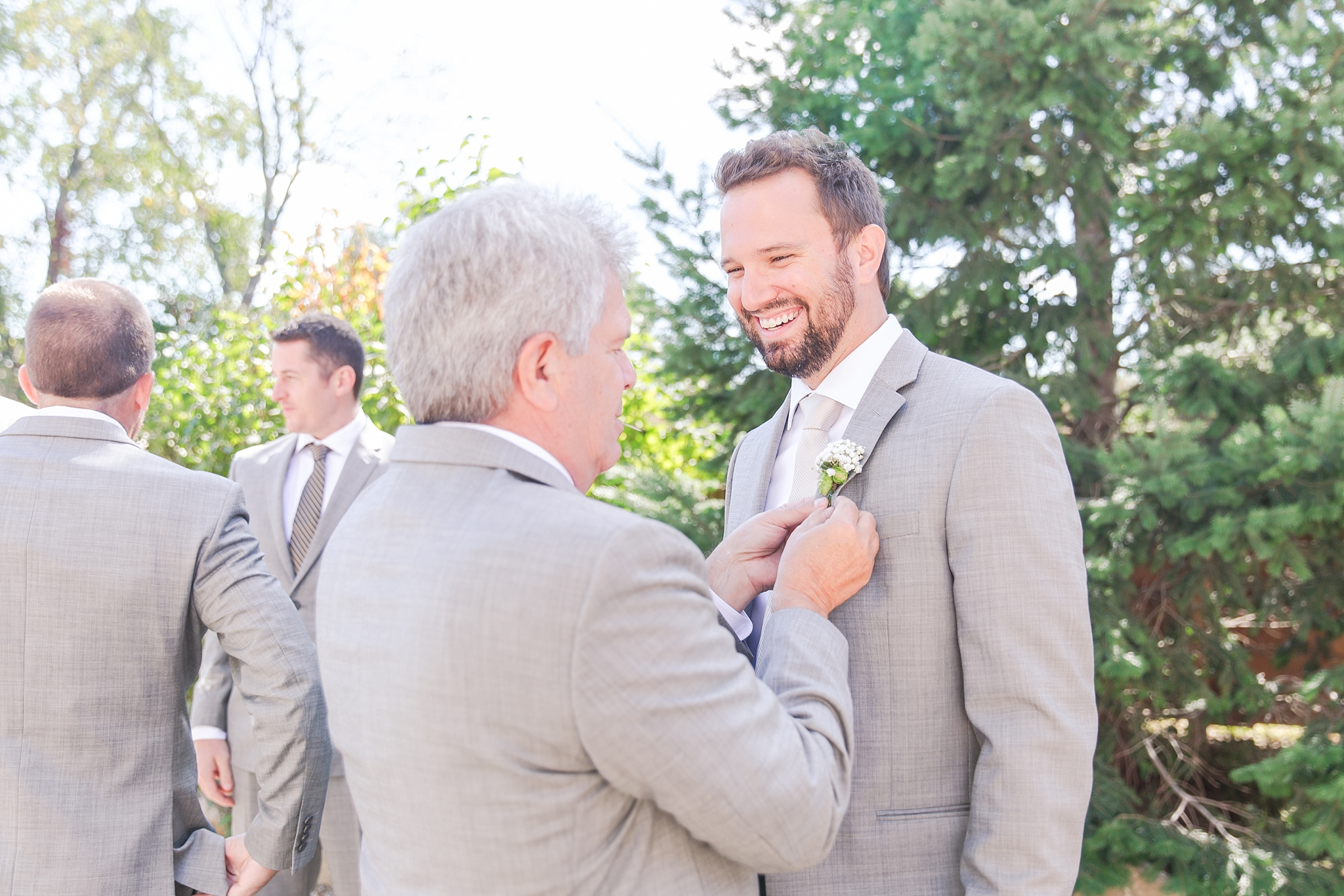 natural-rustic-wedding-photos-at-frutig-farms-the-valley-in-ann-arbor-michigan-by-courtney-carolyn-photography_0004.jpg