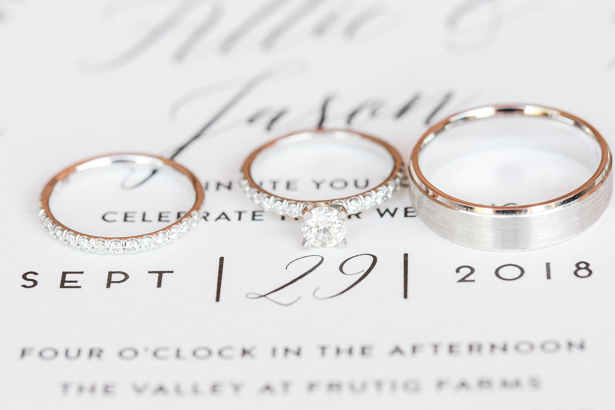 natural-rustic-wedding-photos-at-frutig-farms-the-valley-in-ann-arbor-michigan-by-courtney-carolyn-photography_0008.jpg