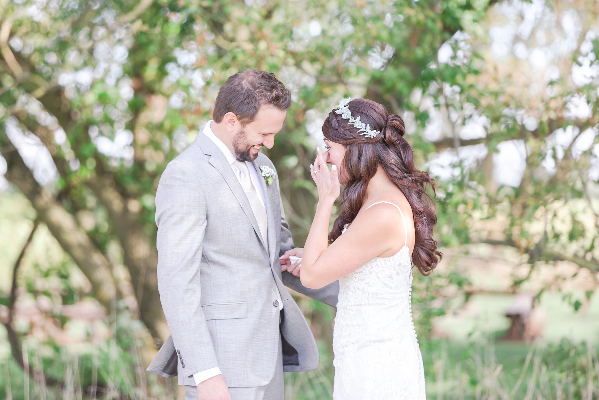 natural-rustic-wedding-photos-at-frutig-farms-the-valley-in-ann-arbor-michigan-by-courtney-carolyn-photography_0018.jpg