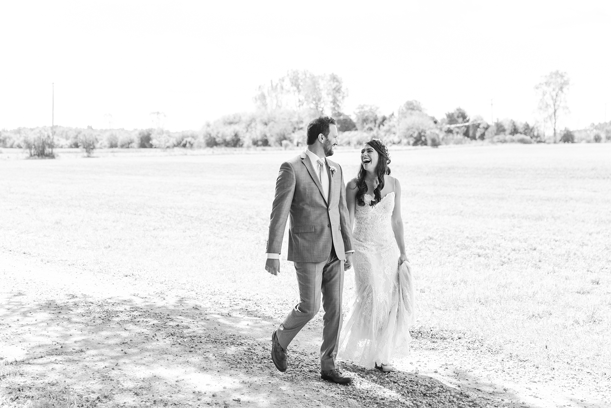 natural-rustic-wedding-photos-at-frutig-farms-the-valley-in-ann-arbor-michigan-by-courtney-carolyn-photography_0020.jpg