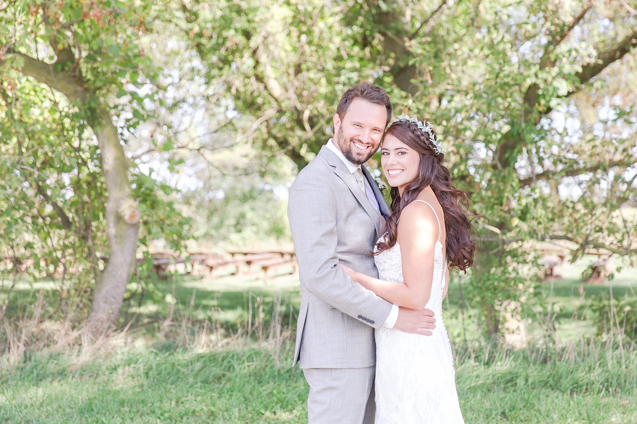 natural-rustic-wedding-photos-at-frutig-farms-the-valley-in-ann-arbor-michigan-by-courtney-carolyn-photography_0022.jpg