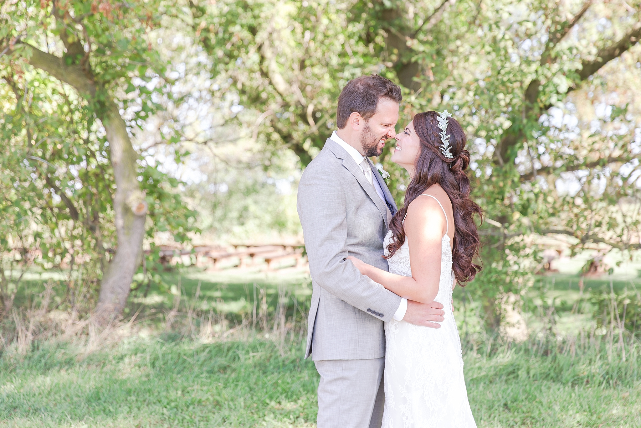 natural-rustic-wedding-photos-at-frutig-farms-the-valley-in-ann-arbor-michigan-by-courtney-carolyn-photography_0032.jpg