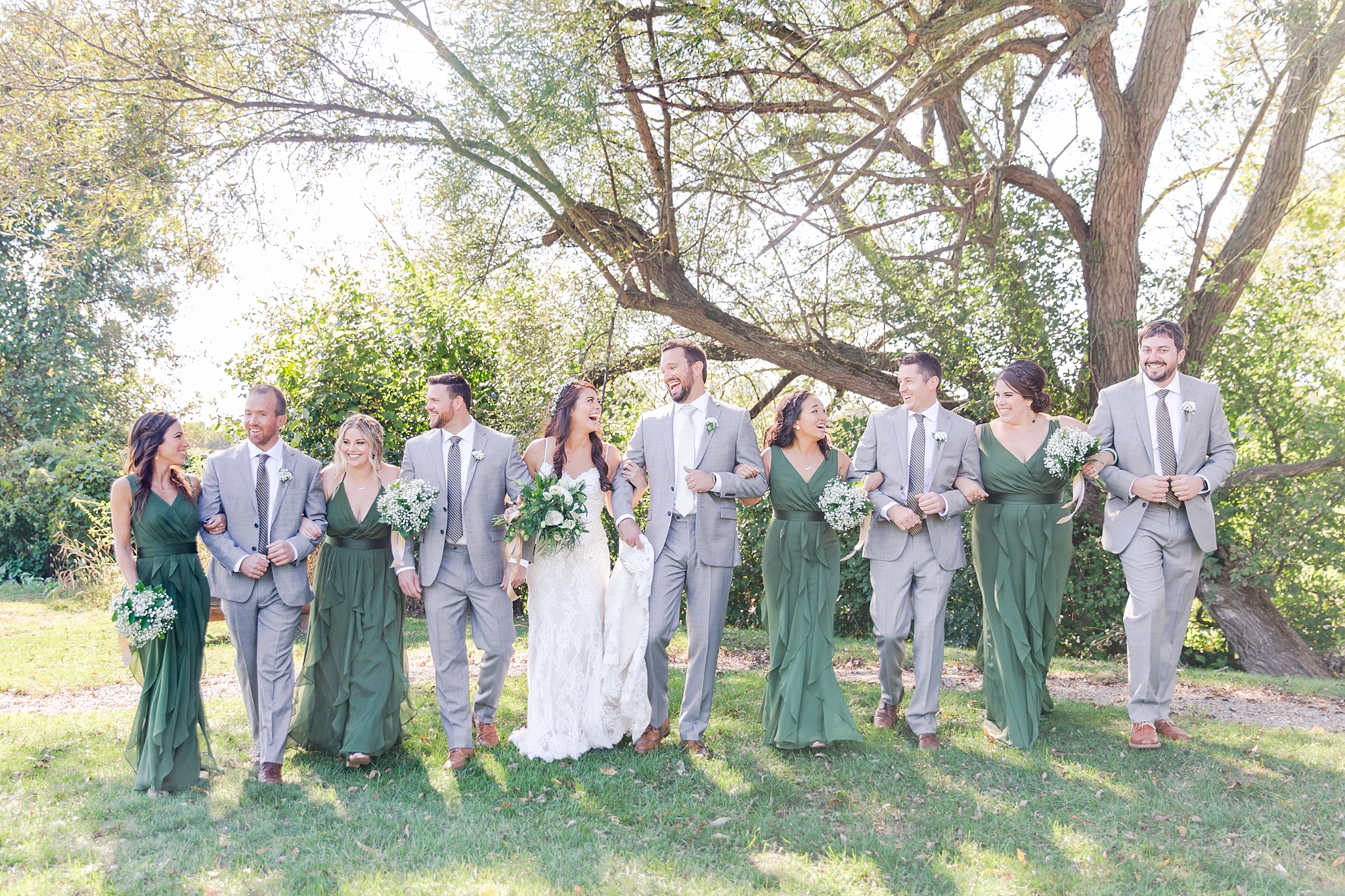 natural-rustic-wedding-photos-at-frutig-farms-the-valley-in-ann-arbor-michigan-by-courtney-carolyn-photography_0034.jpg
