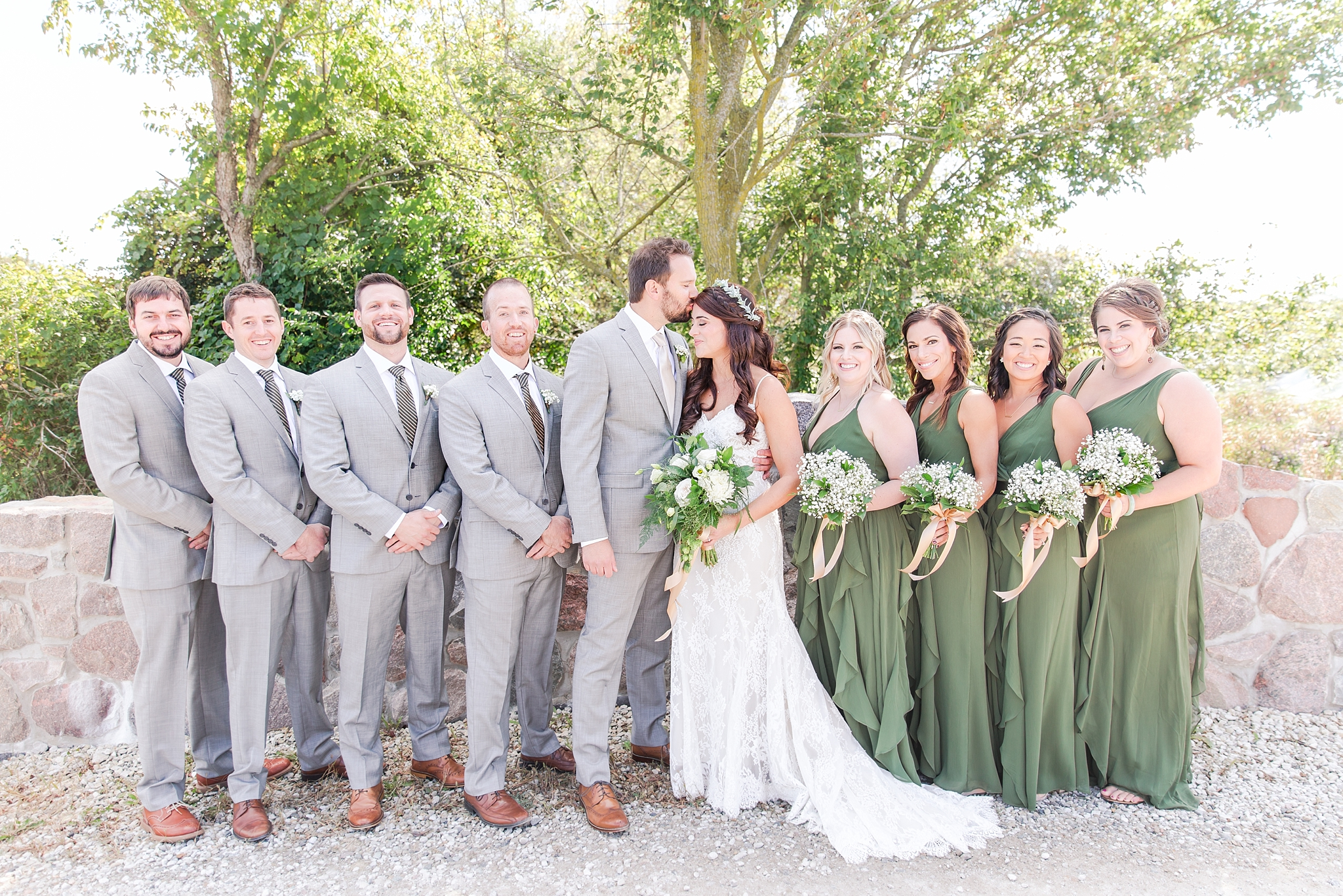 natural-rustic-wedding-photos-at-frutig-farms-the-valley-in-ann-arbor-michigan-by-courtney-carolyn-photography_0038.jpg