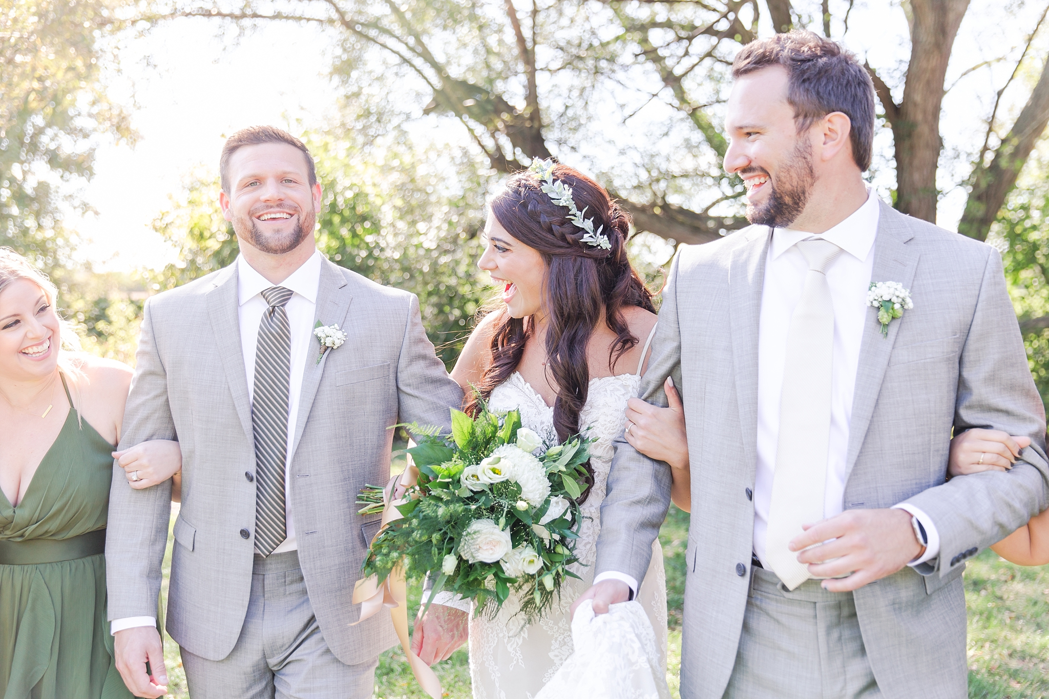 natural-rustic-wedding-photos-at-frutig-farms-the-valley-in-ann-arbor-michigan-by-courtney-carolyn-photography_0043.jpg