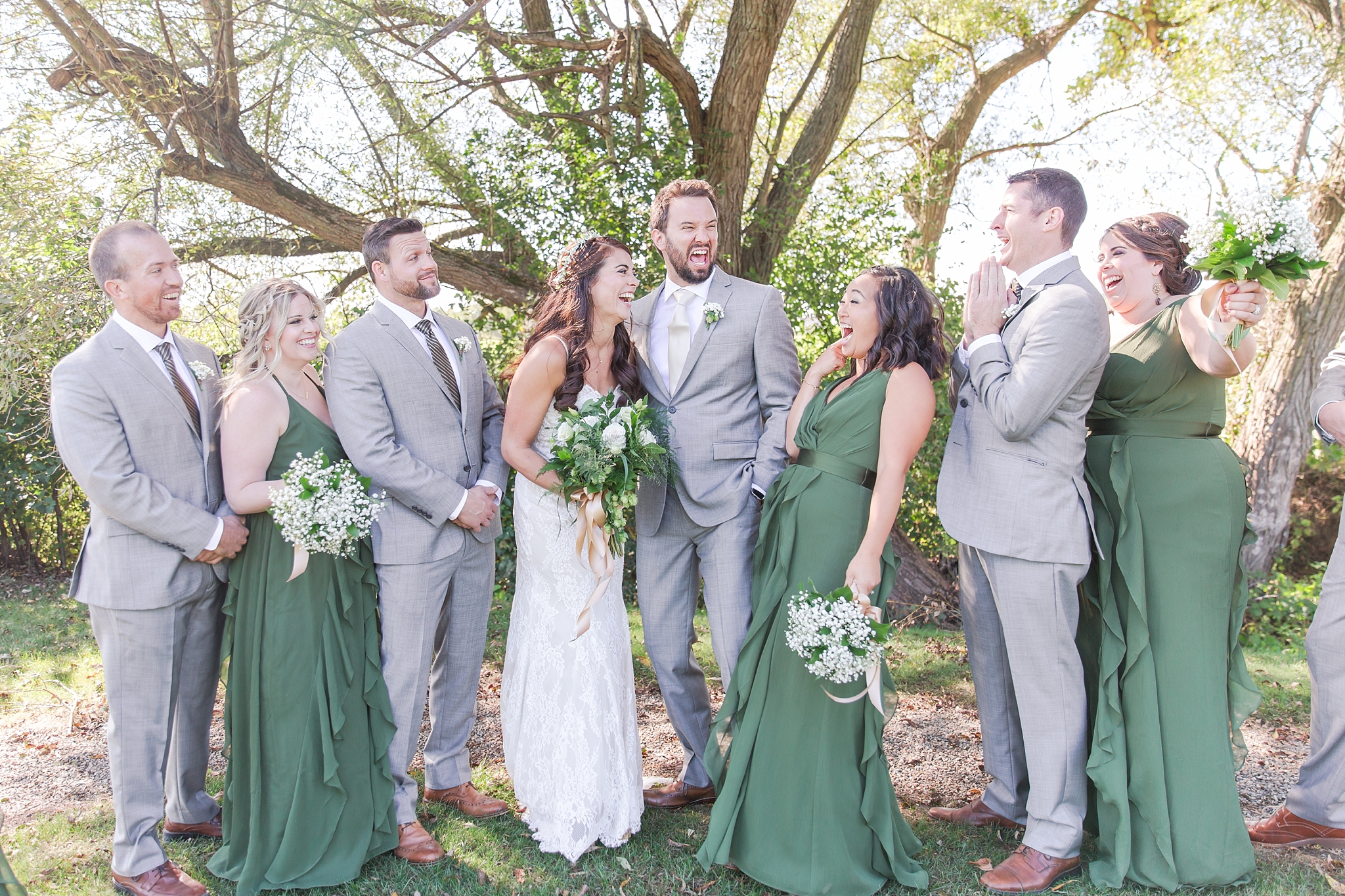 natural-rustic-wedding-photos-at-frutig-farms-the-valley-in-ann-arbor-michigan-by-courtney-carolyn-photography_0045.jpg