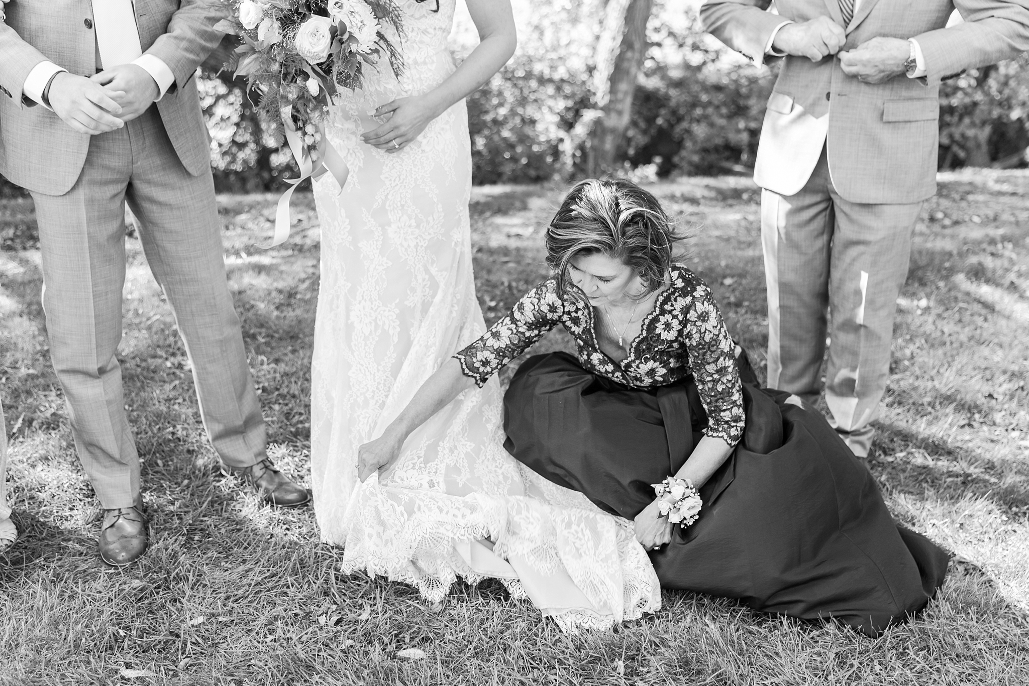 natural-rustic-wedding-photos-at-frutig-farms-the-valley-in-ann-arbor-michigan-by-courtney-carolyn-photography_0049.jpg