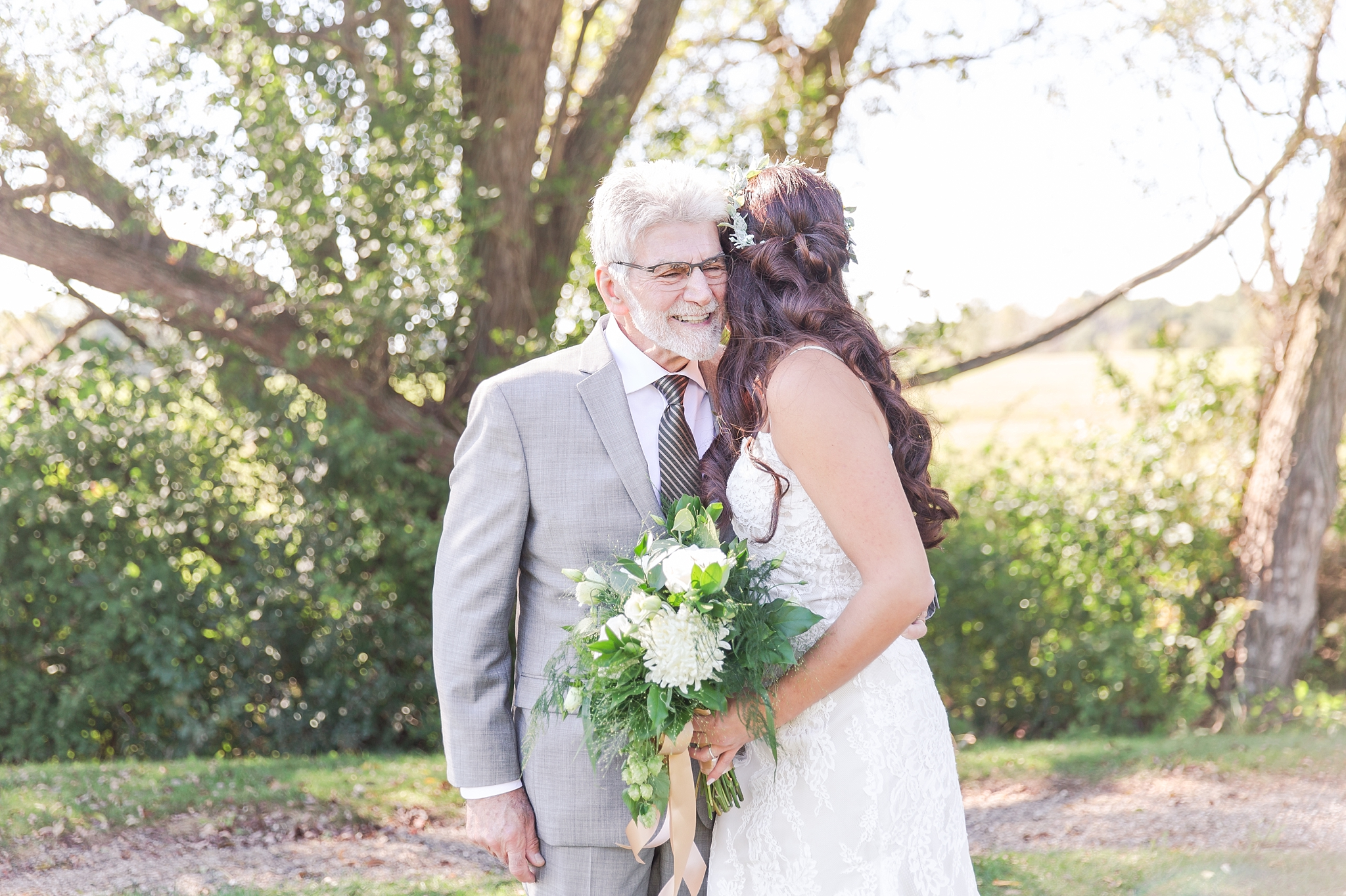 natural-rustic-wedding-photos-at-frutig-farms-the-valley-in-ann-arbor-michigan-by-courtney-carolyn-photography_0054.jpg