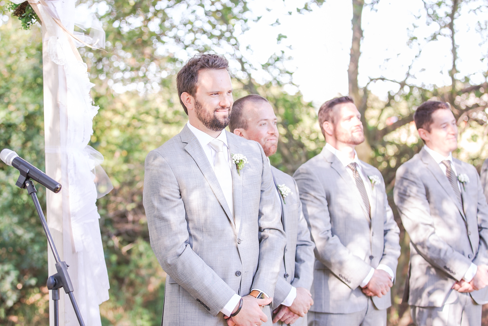 natural-rustic-wedding-photos-at-frutig-farms-the-valley-in-ann-arbor-michigan-by-courtney-carolyn-photography_0056.jpg