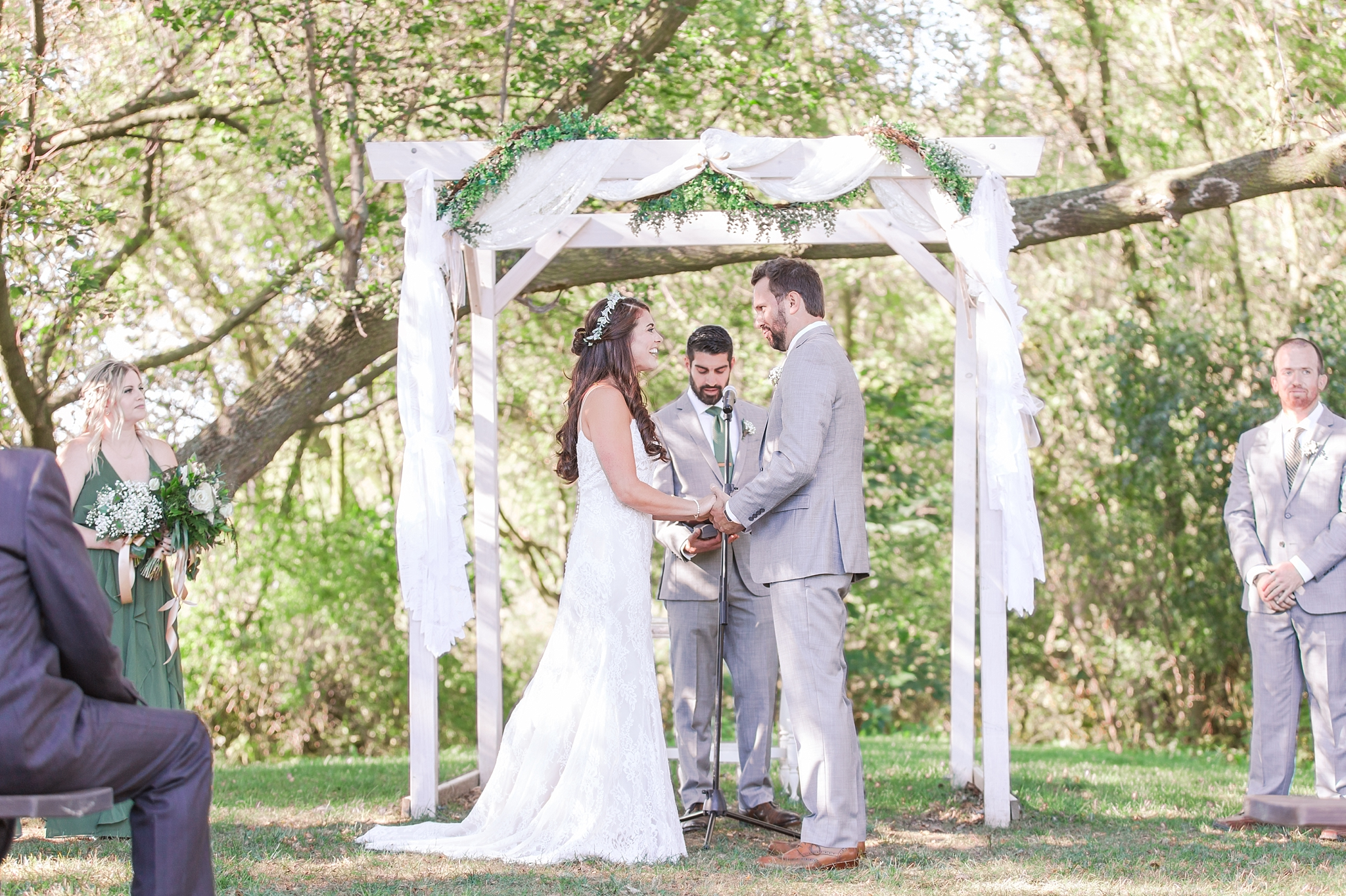 natural-rustic-wedding-photos-at-frutig-farms-the-valley-in-ann-arbor-michigan-by-courtney-carolyn-photography_0060.jpg