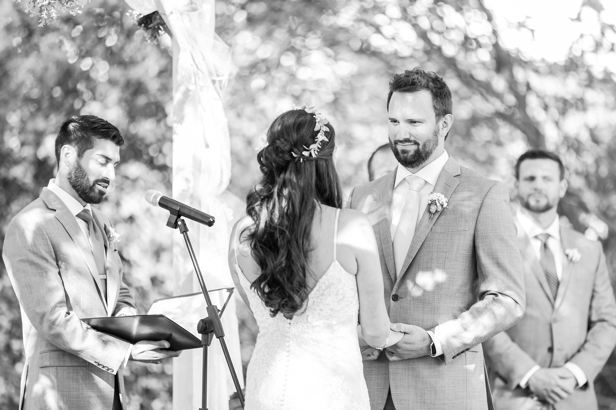 natural-rustic-wedding-photos-at-frutig-farms-the-valley-in-ann-arbor-michigan-by-courtney-carolyn-photography_0065.jpg