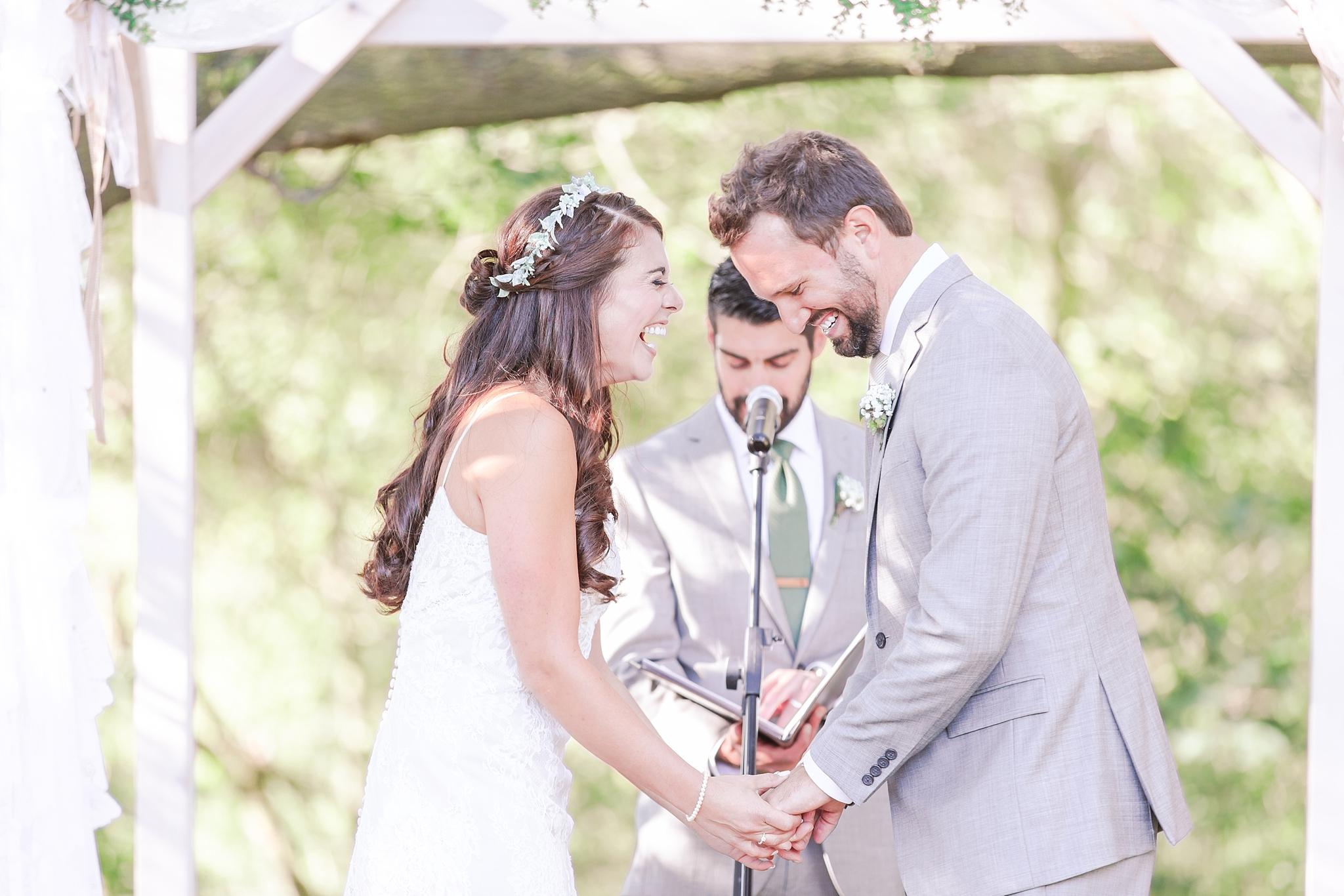 natural-rustic-wedding-photos-at-frutig-farms-the-valley-in-ann-arbor-michigan-by-courtney-carolyn-photography_0071.jpg