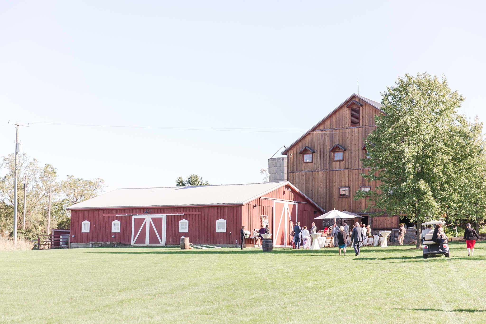 natural-rustic-wedding-photos-at-frutig-farms-the-valley-in-ann-arbor-michigan-by-courtney-carolyn-photography_0073.jpg