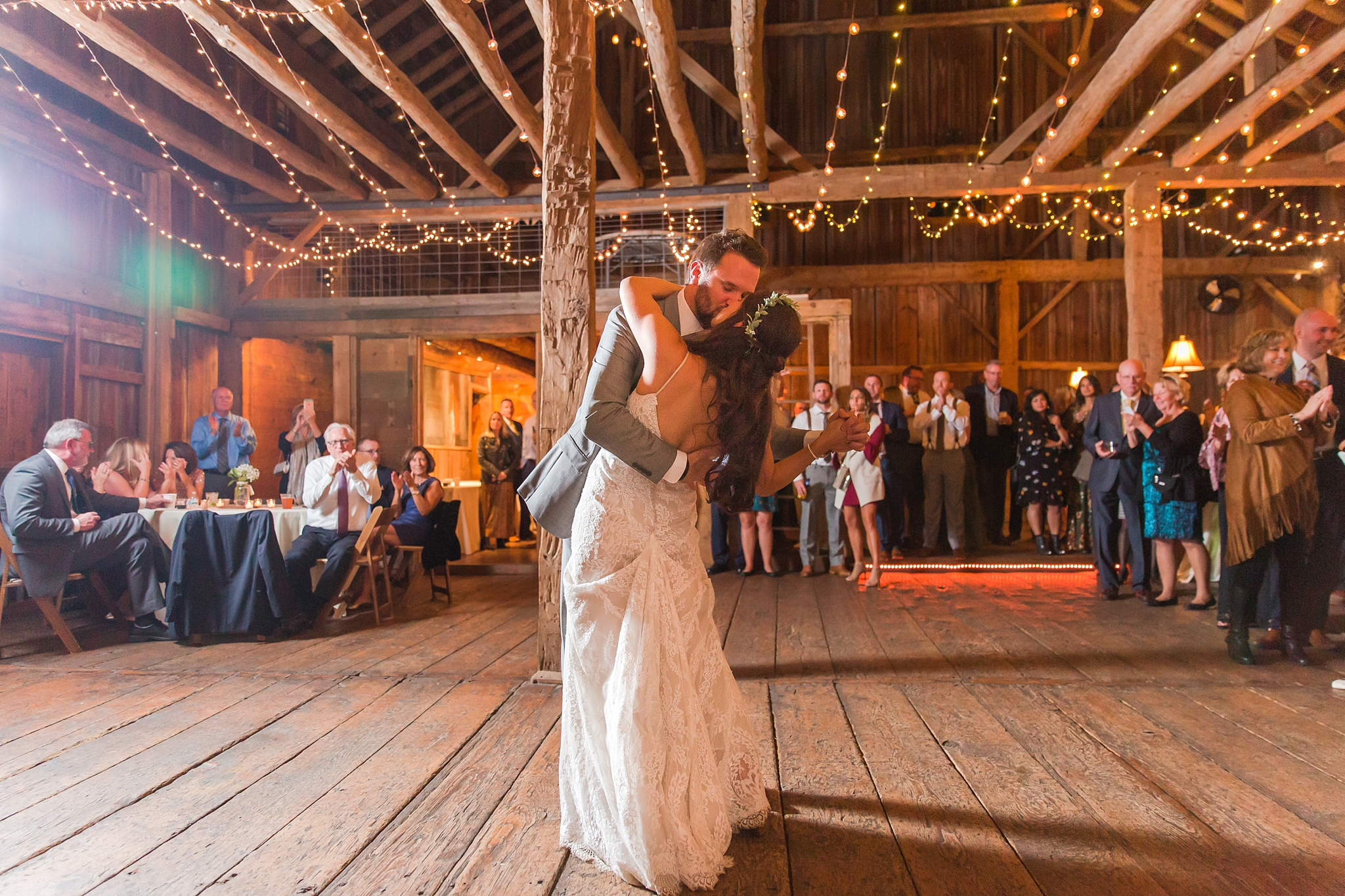 natural-rustic-wedding-photos-at-frutig-farms-the-valley-in-ann-arbor-michigan-by-courtney-carolyn-photography_0089.jpg