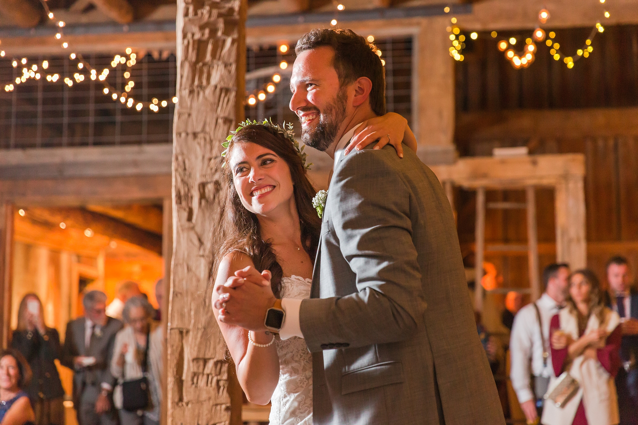 natural-rustic-wedding-photos-at-frutig-farms-the-valley-in-ann-arbor-michigan-by-courtney-carolyn-photography_0090.jpg