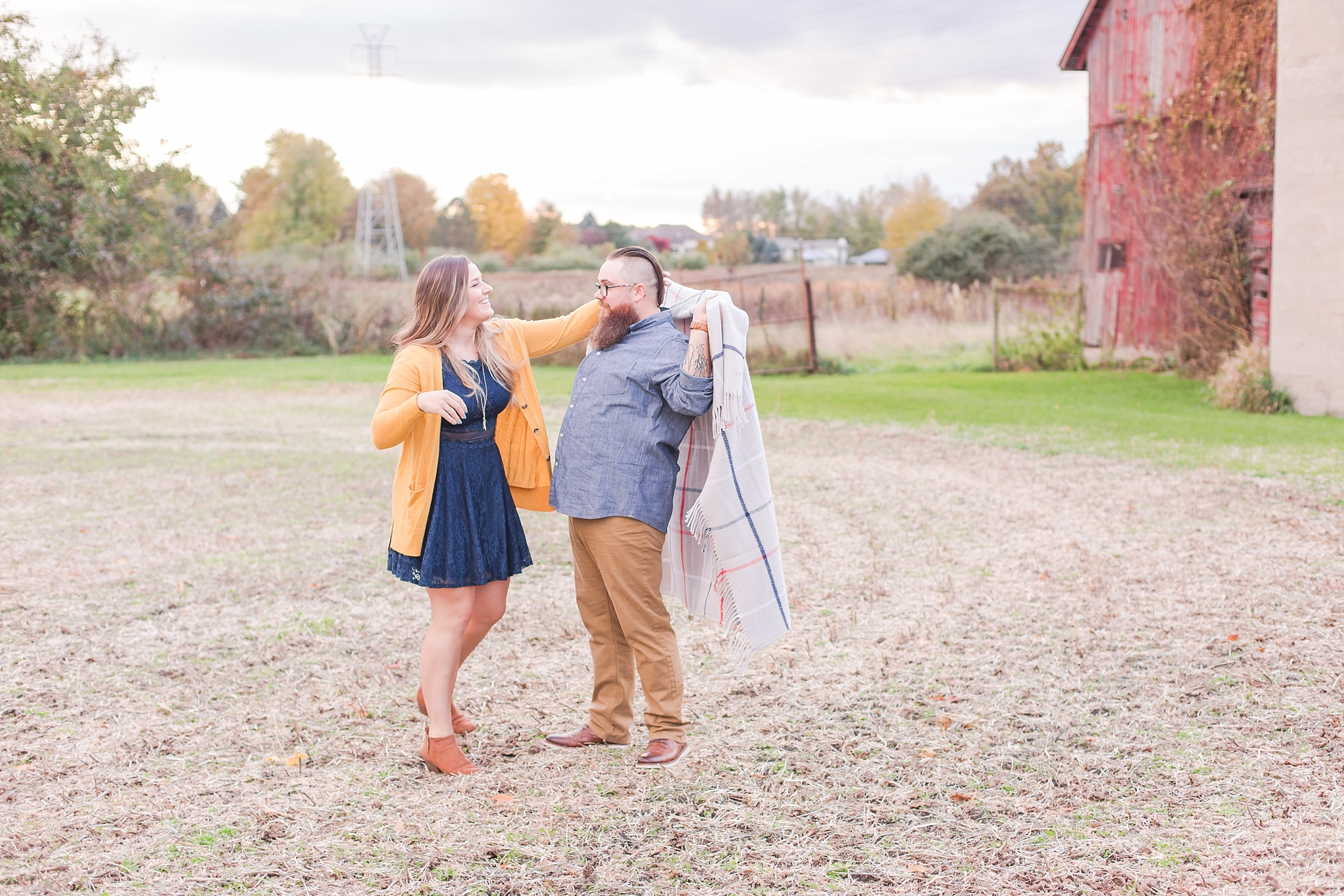 cozy-fall-engagement-photos-at-an-old-family-farm-in-monroe-michigan-by-courtney-carolyn-photography_0003.jpg