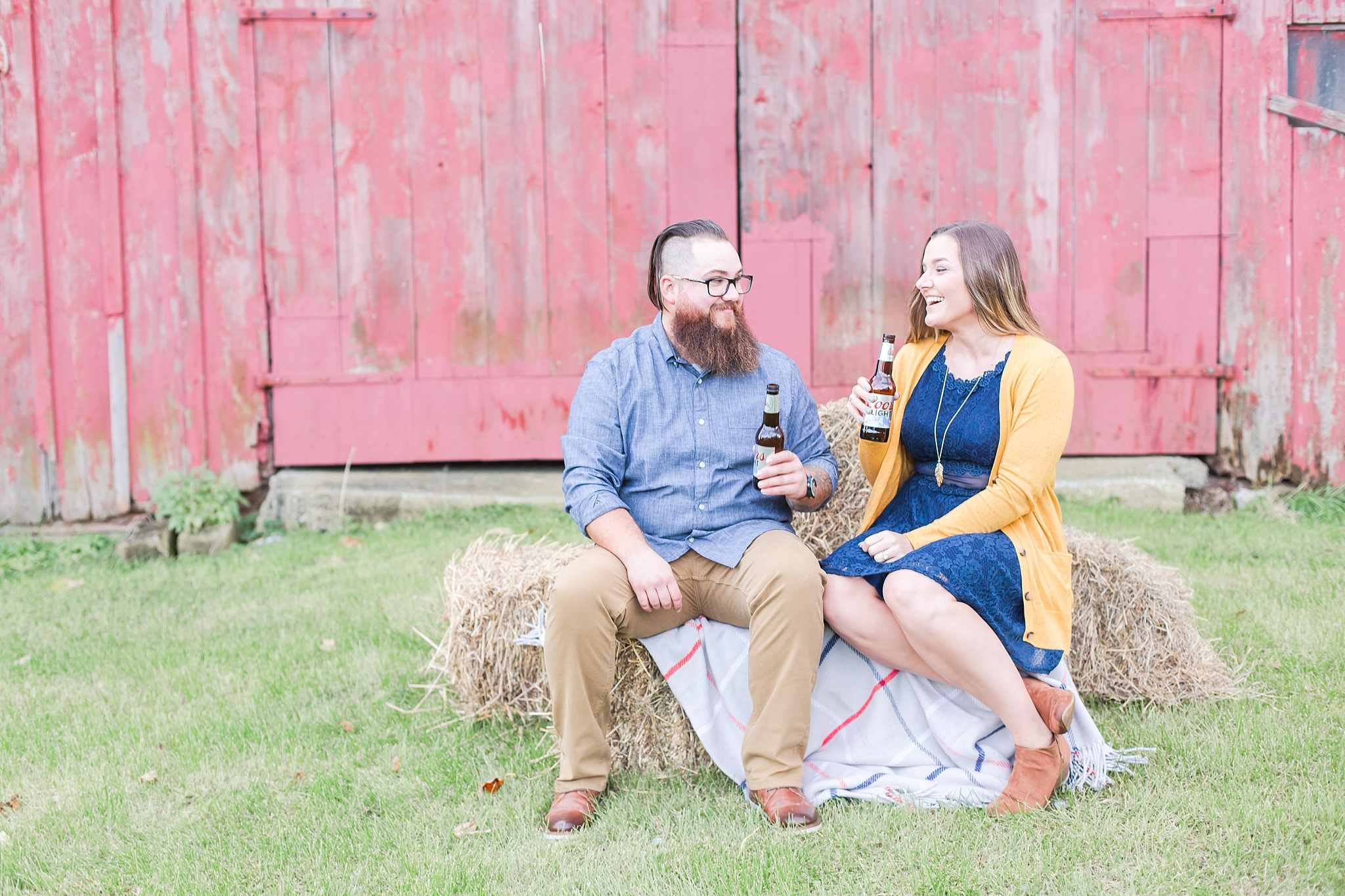 cozy-fall-engagement-photos-at-an-old-family-farm-in-monroe-michigan-by-courtney-carolyn-photography_0007.jpg