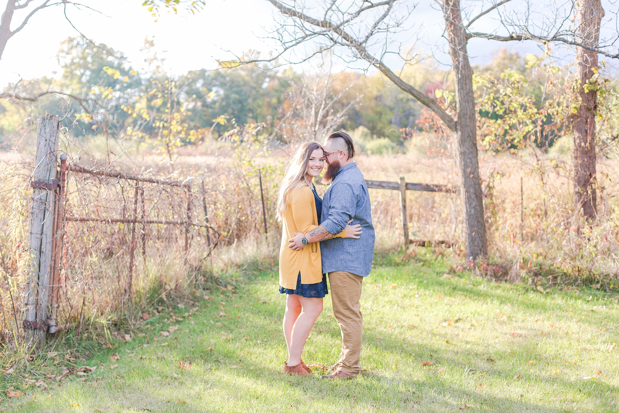 cozy-fall-engagement-photos-at-an-old-family-farm-in-monroe-michigan-by-courtney-carolyn-photography_0009.jpg